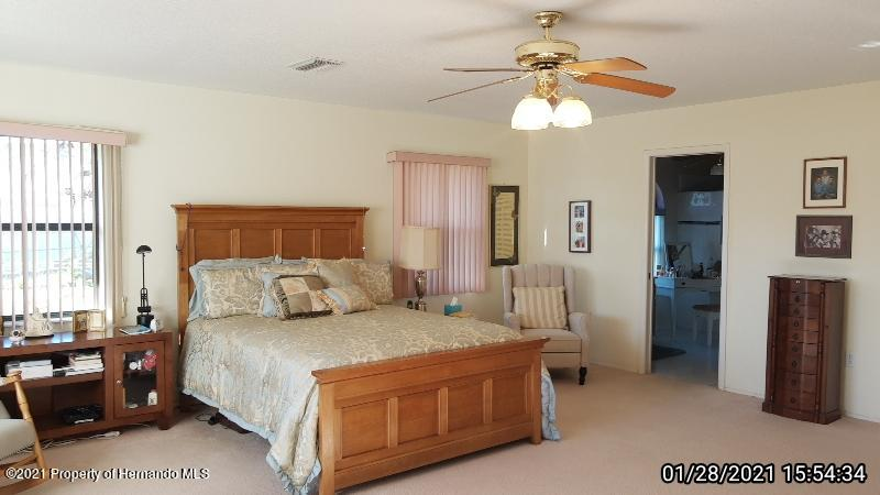 Listing photo id 45 for 10013 Twelve Oaks Court