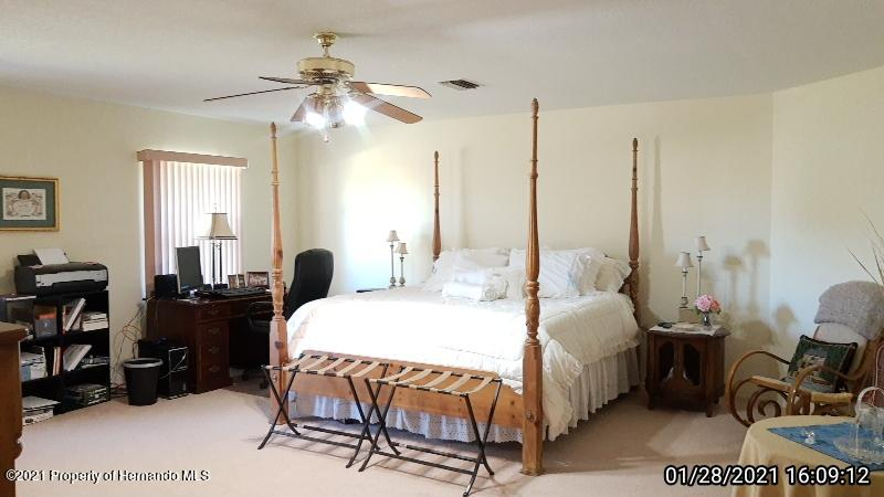 Listing photo id 48 for 10013 Twelve Oaks Court