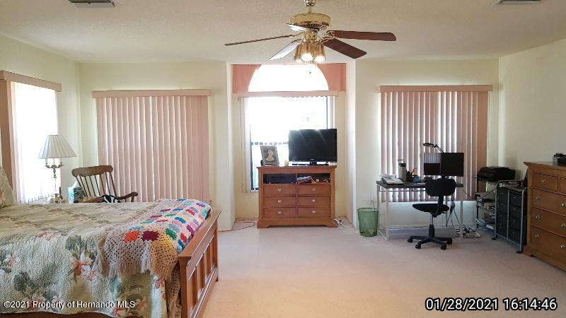Listing photo id 49 for 10013 Twelve Oaks Court
