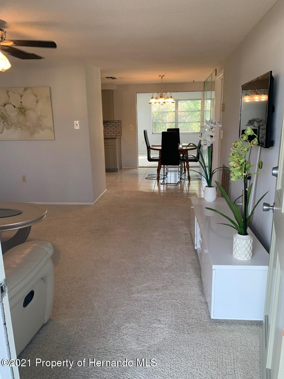 Listing photo id 5 for 5522 Violet Drive