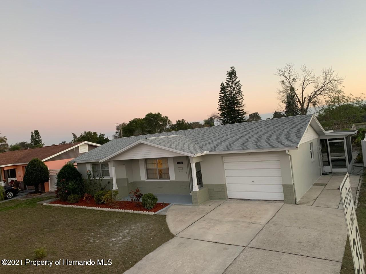 Listing photo id 2 for 5522 Violet Drive