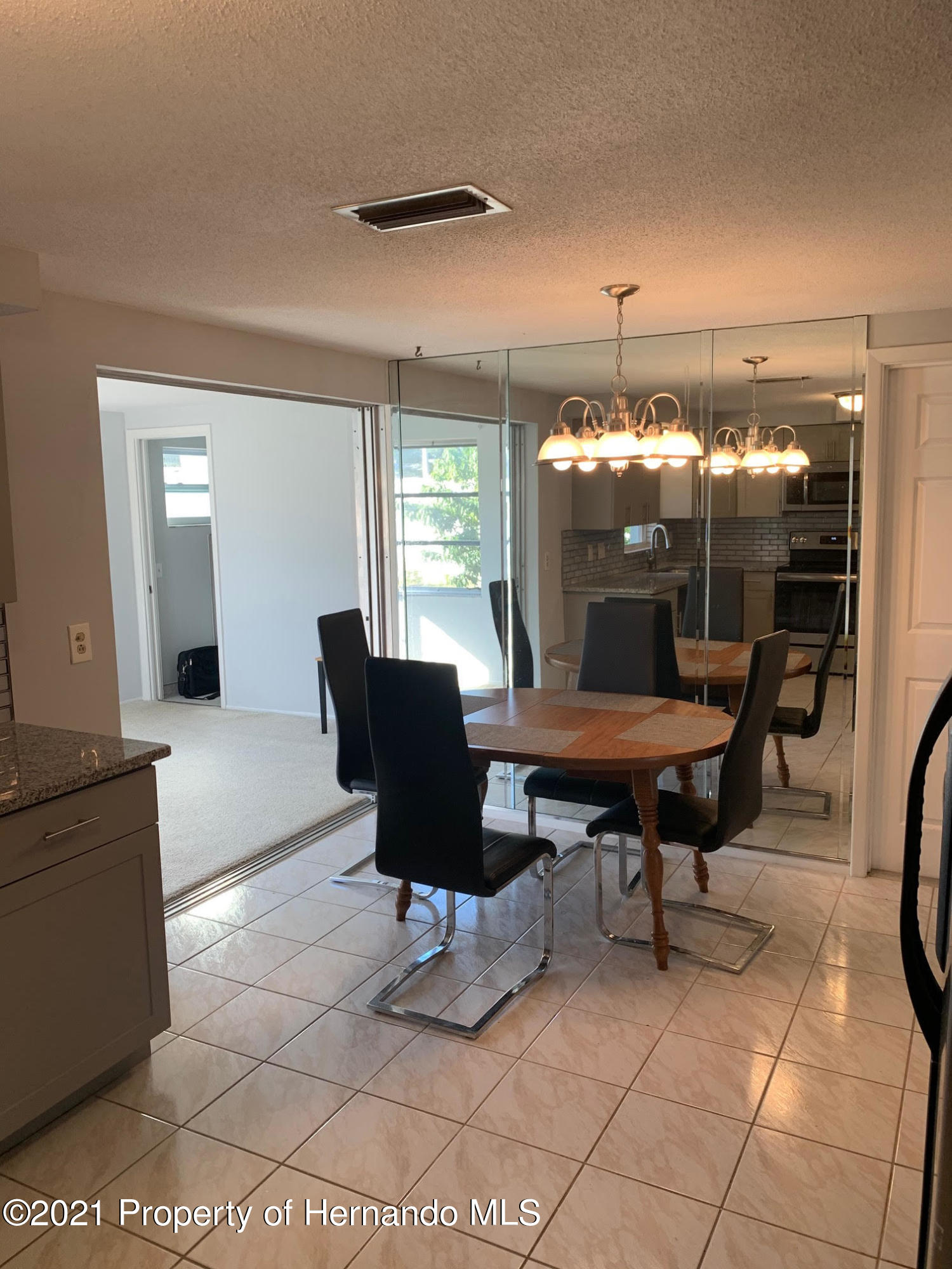 Listing photo id 7 for 5522 Violet Drive