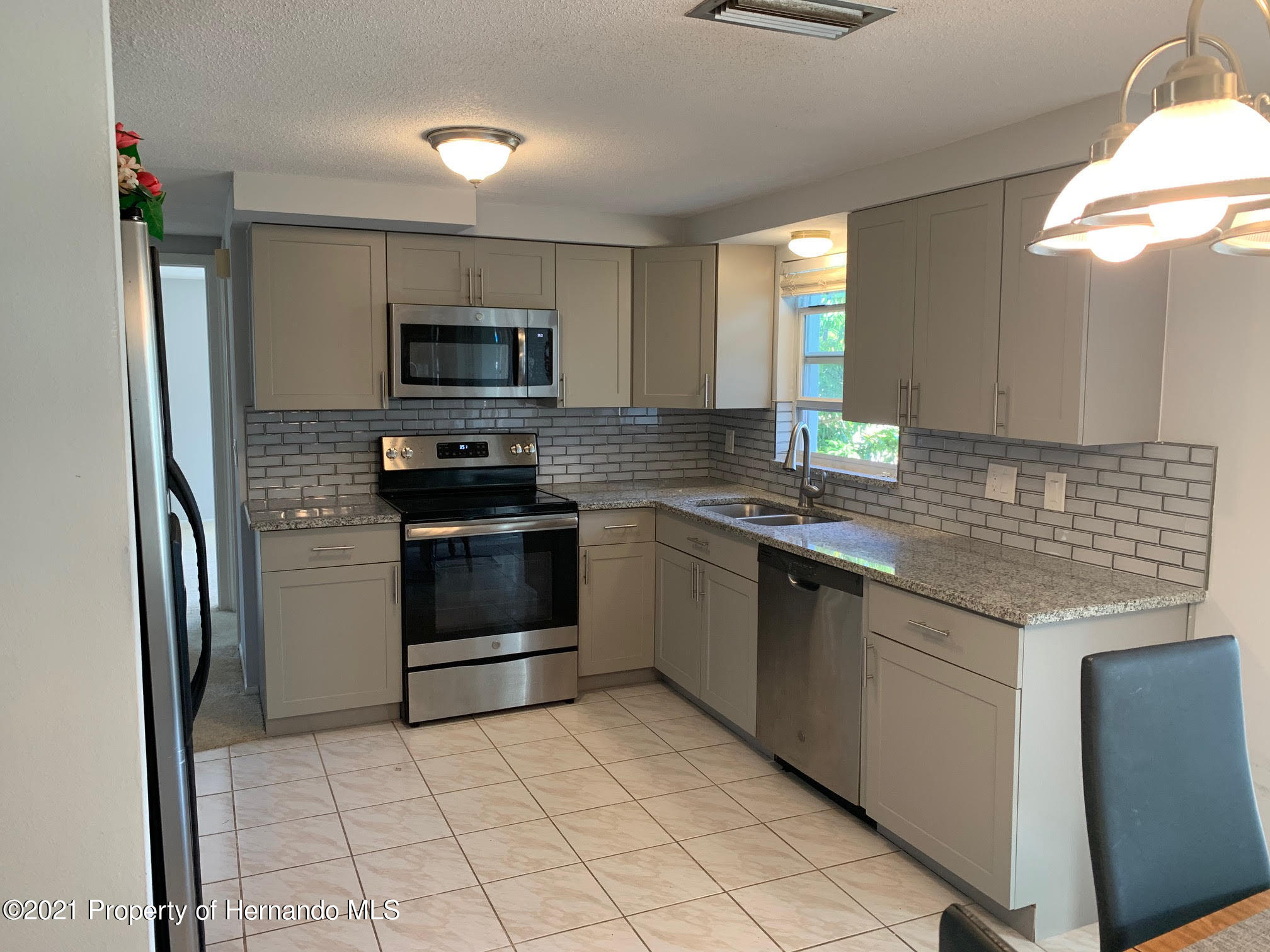 Listing photo id 6 for 5522 Violet Drive