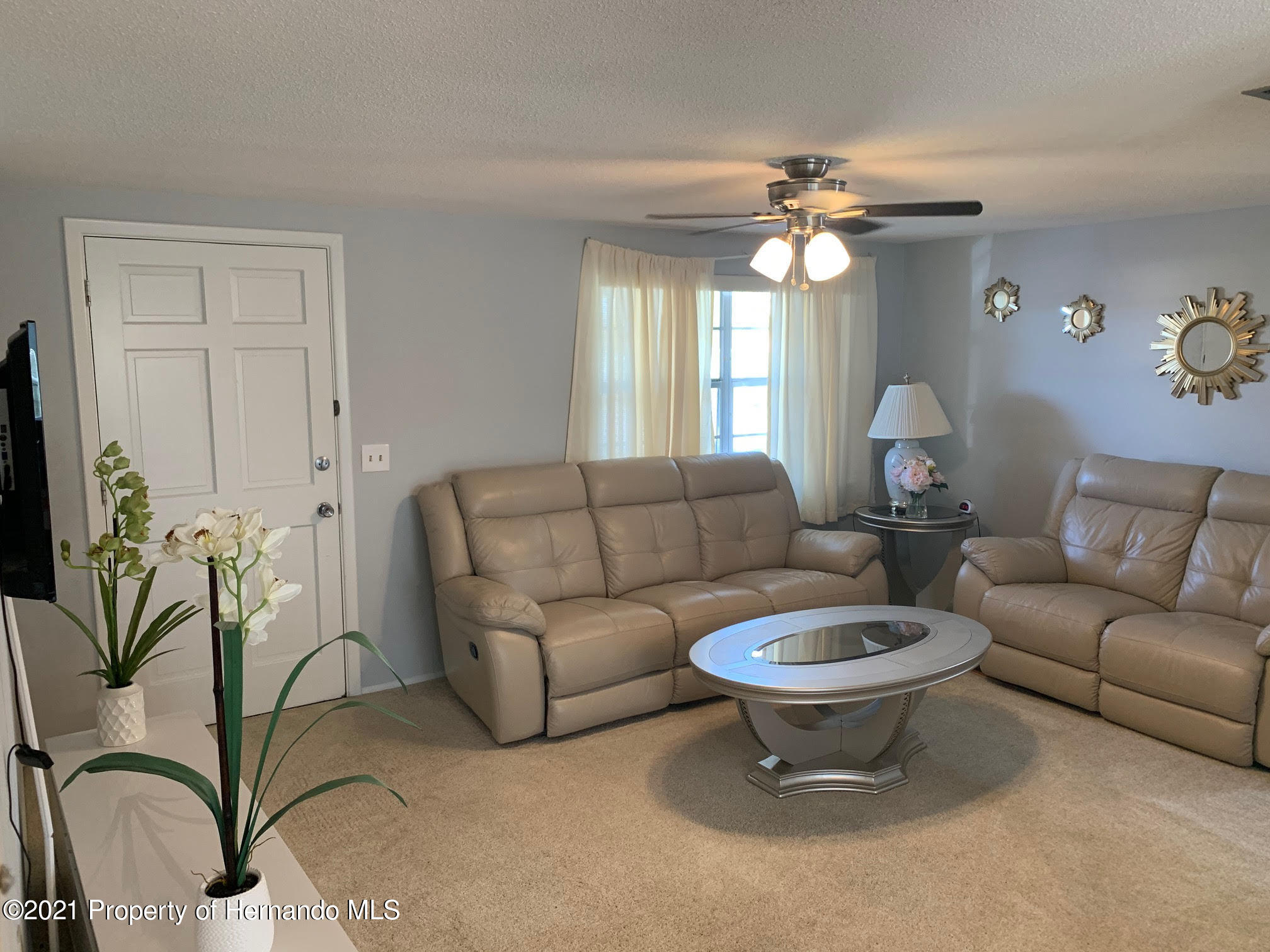 Listing photo id 4 for 5522 Violet Drive