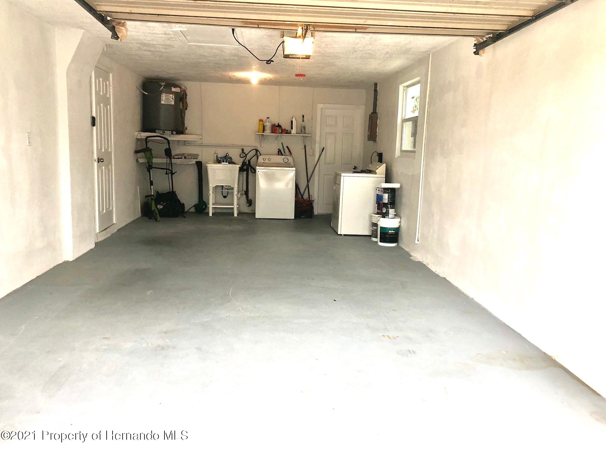 Listing photo id 15 for 5522 Violet Drive