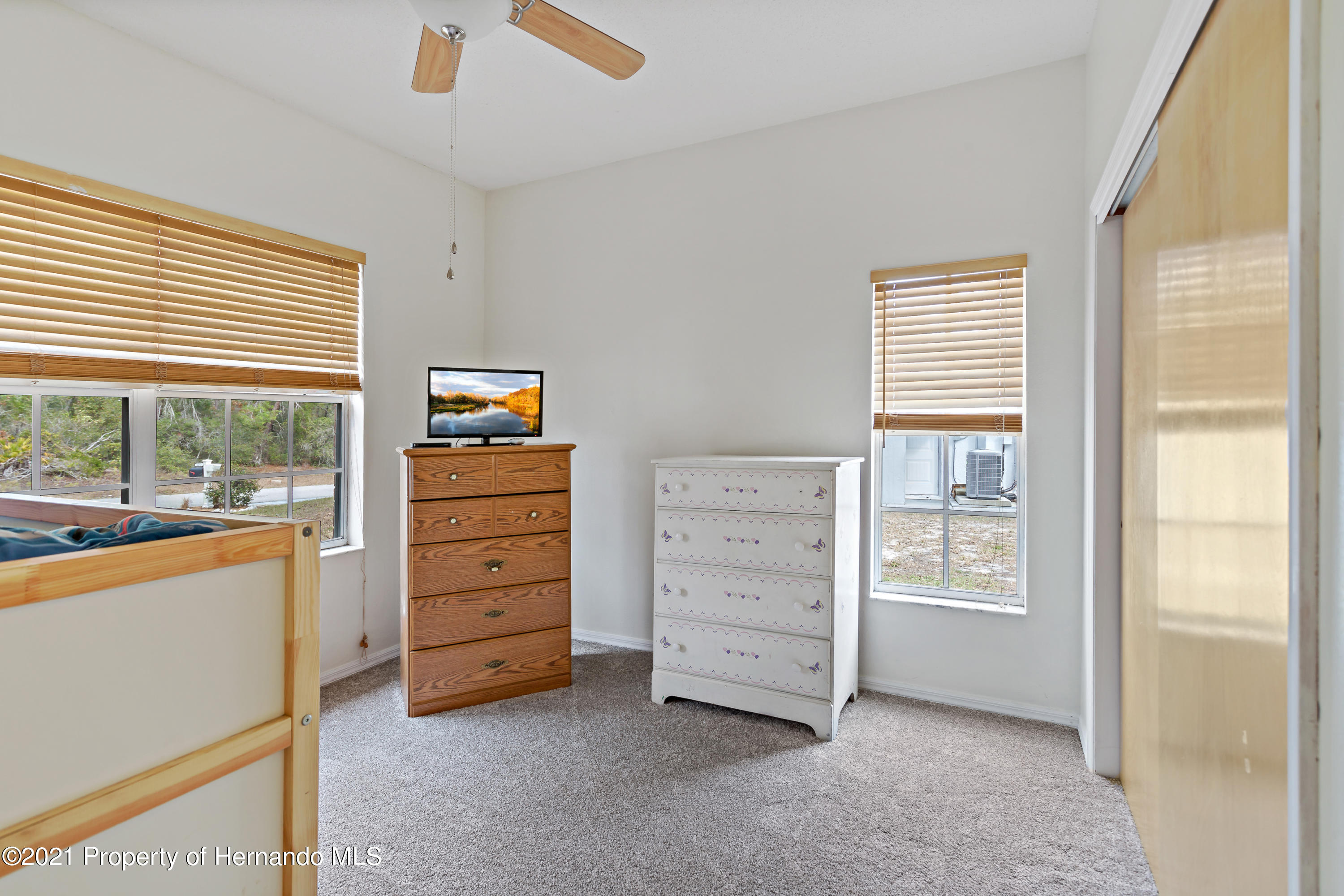 Listing photo id 33 for 6264 Dorset Road