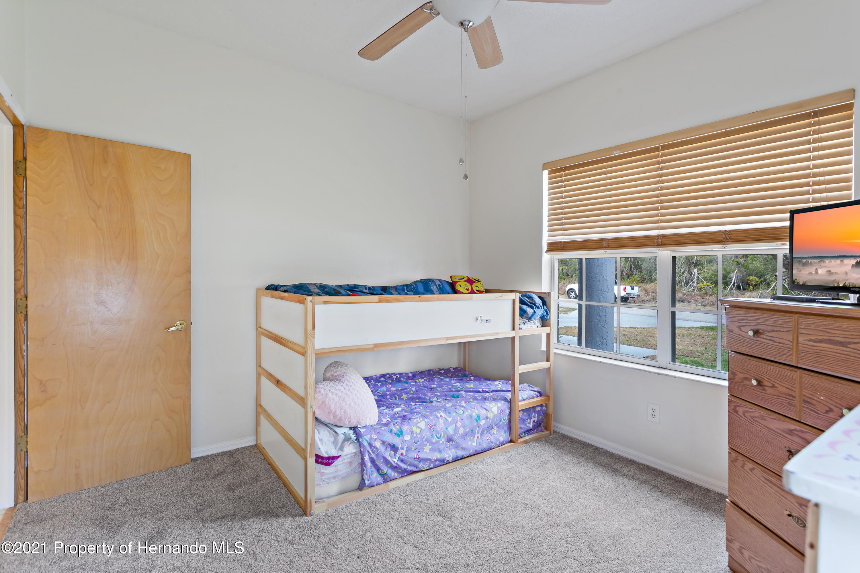 Listing photo id 32 for 6264 Dorset Road