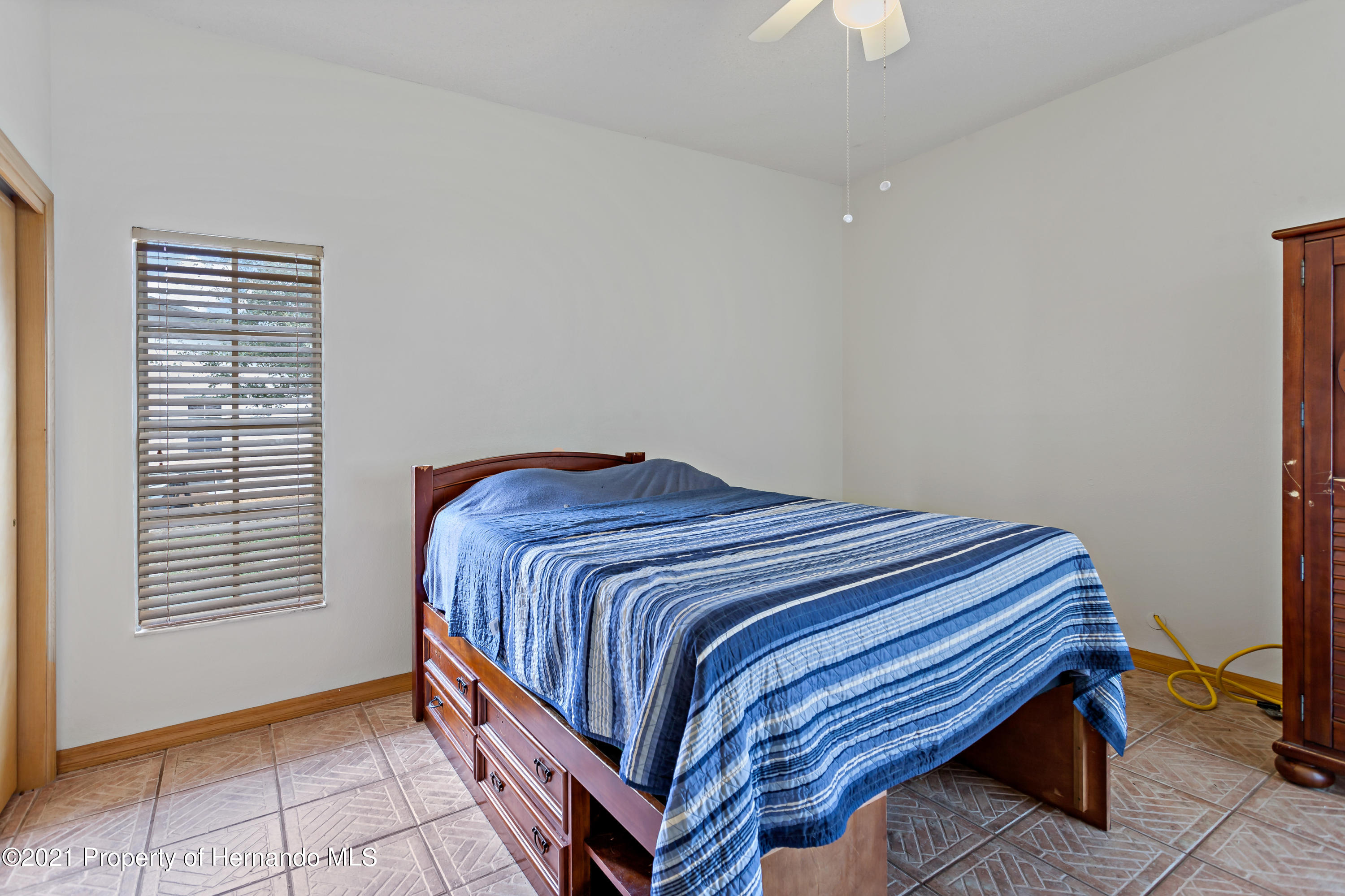 Listing photo id 27 for 6264 Dorset Road