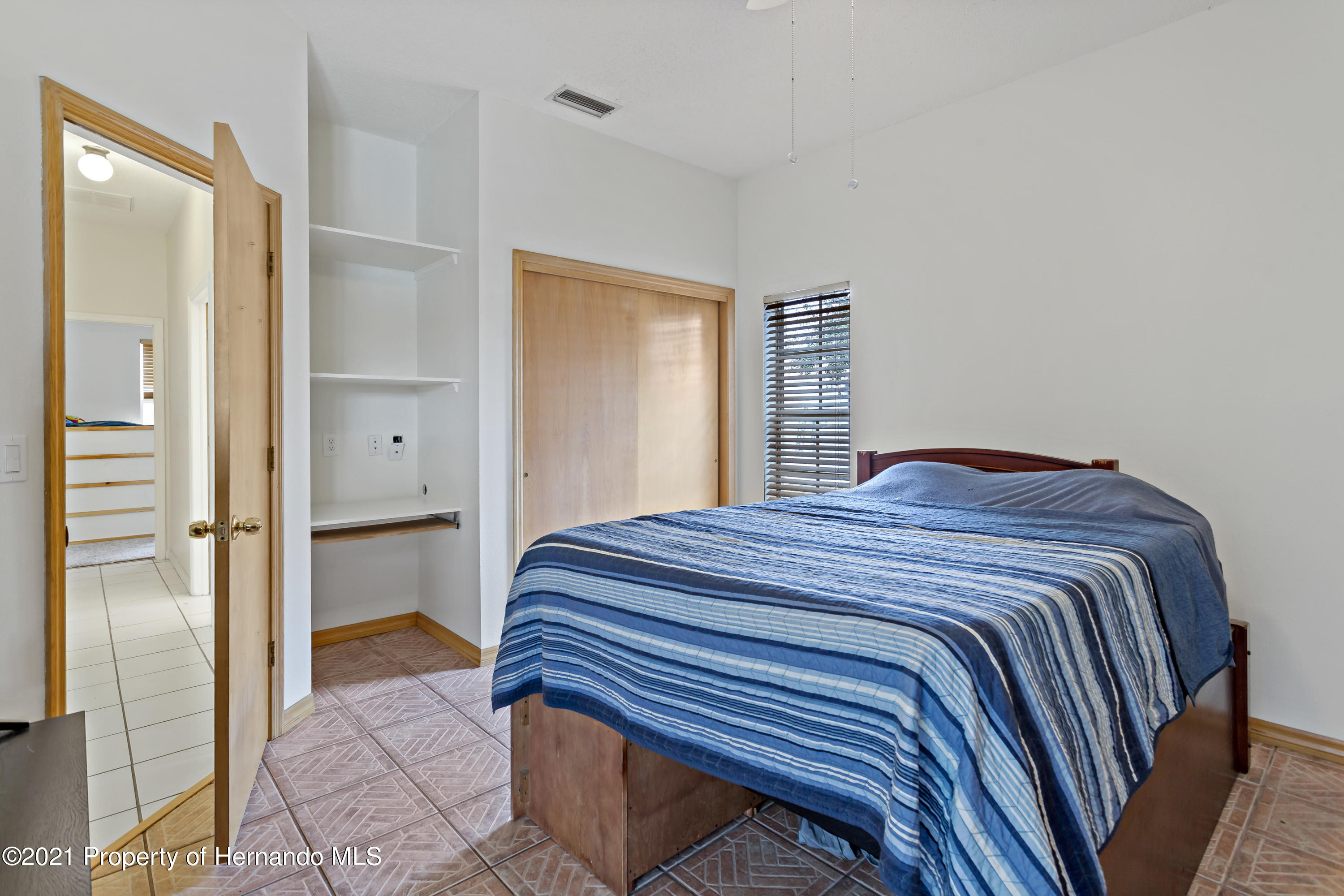 Listing photo id 28 for 6264 Dorset Road