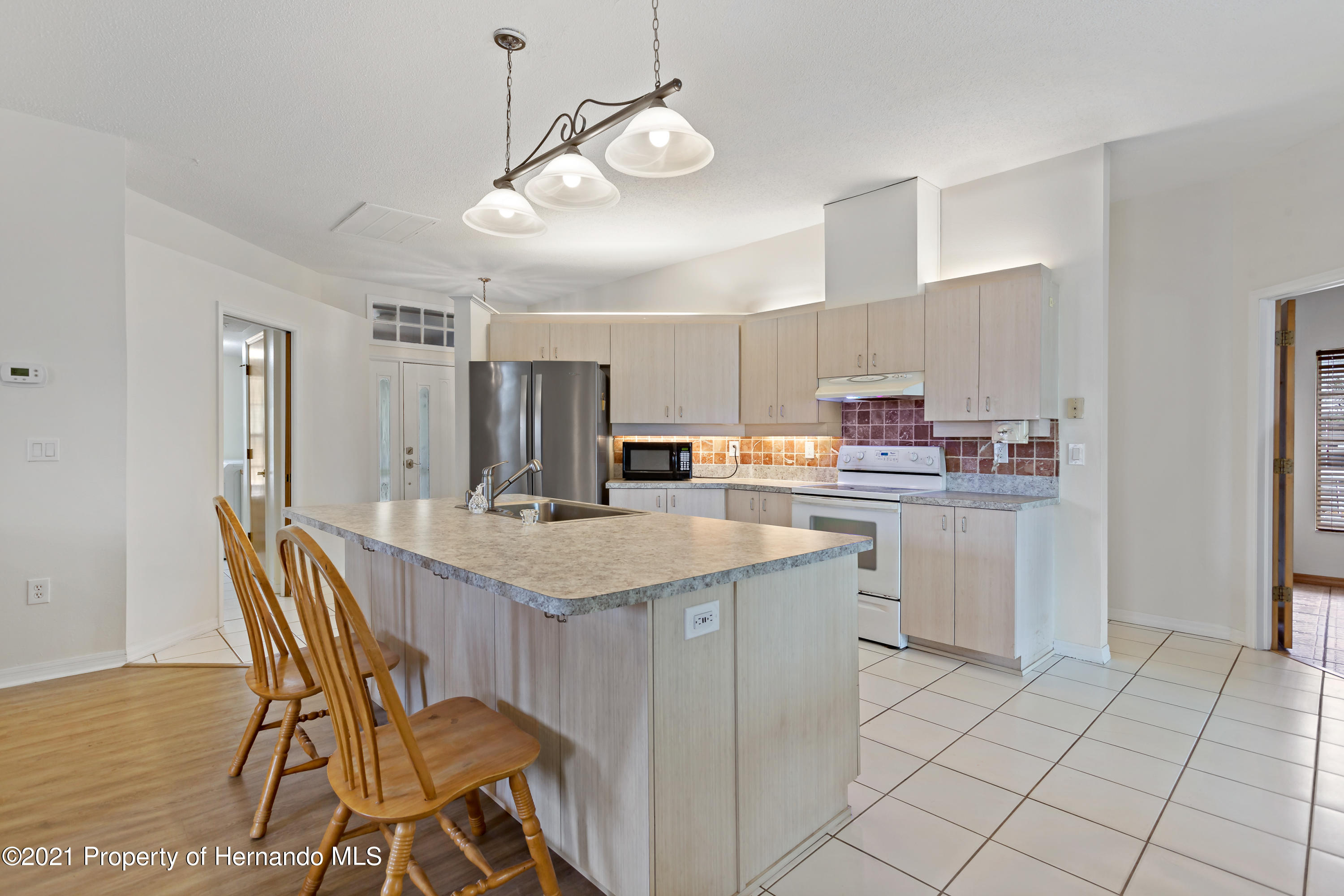 Listing photo id 9 for 6264 Dorset Road
