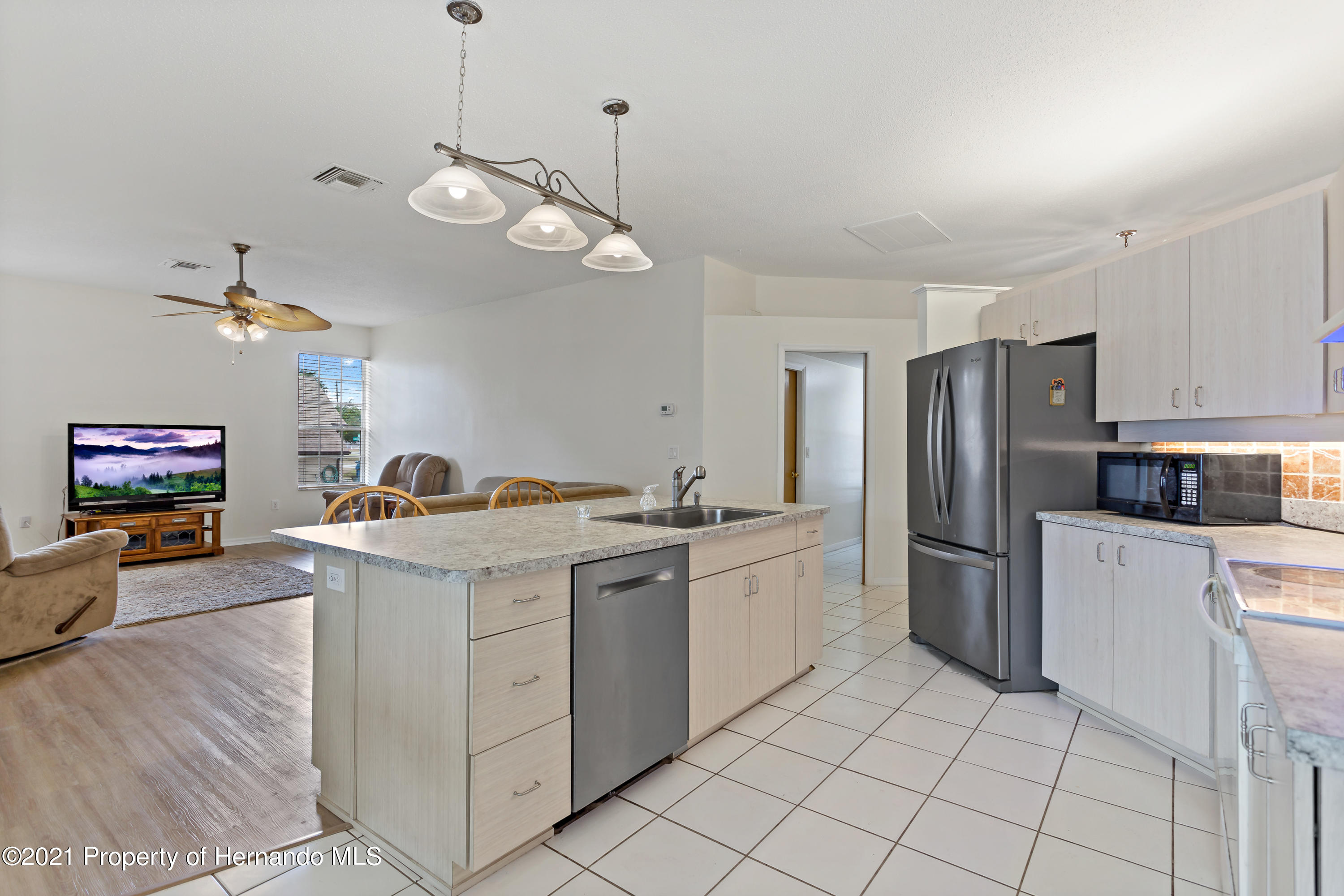 Listing photo id 10 for 6264 Dorset Road