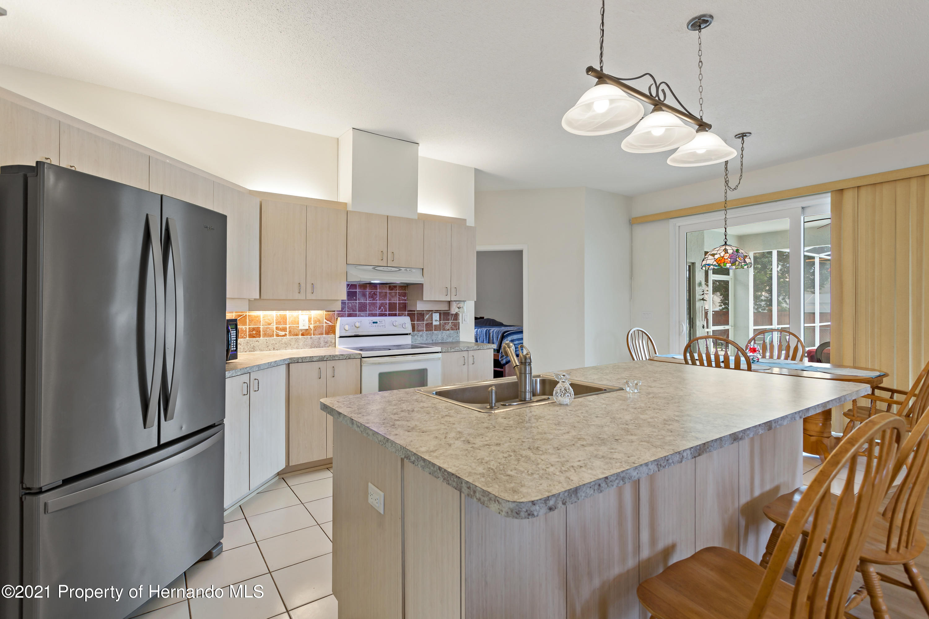Listing photo id 11 for 6264 Dorset Road