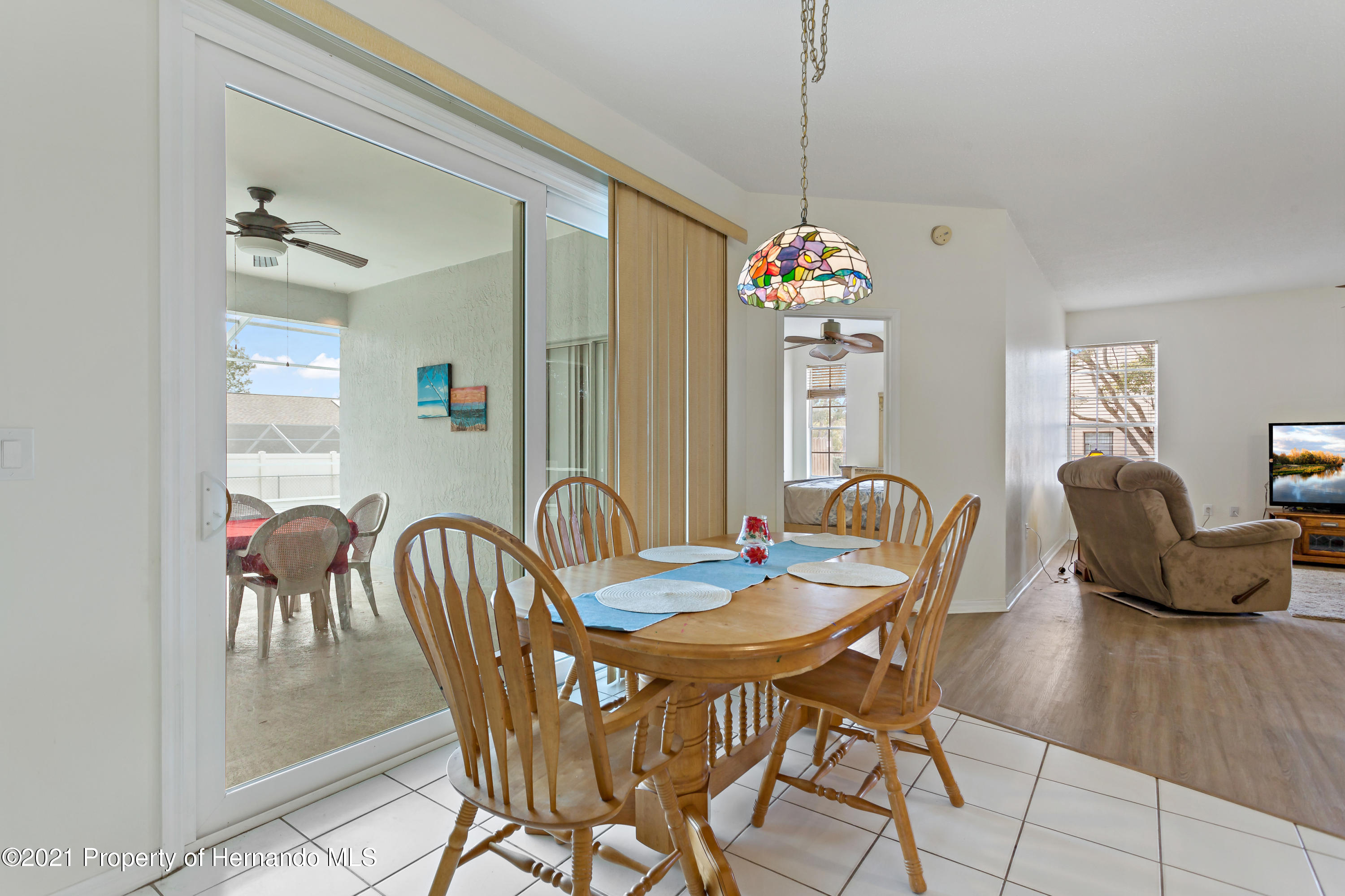 Listing photo id 14 for 6264 Dorset Road