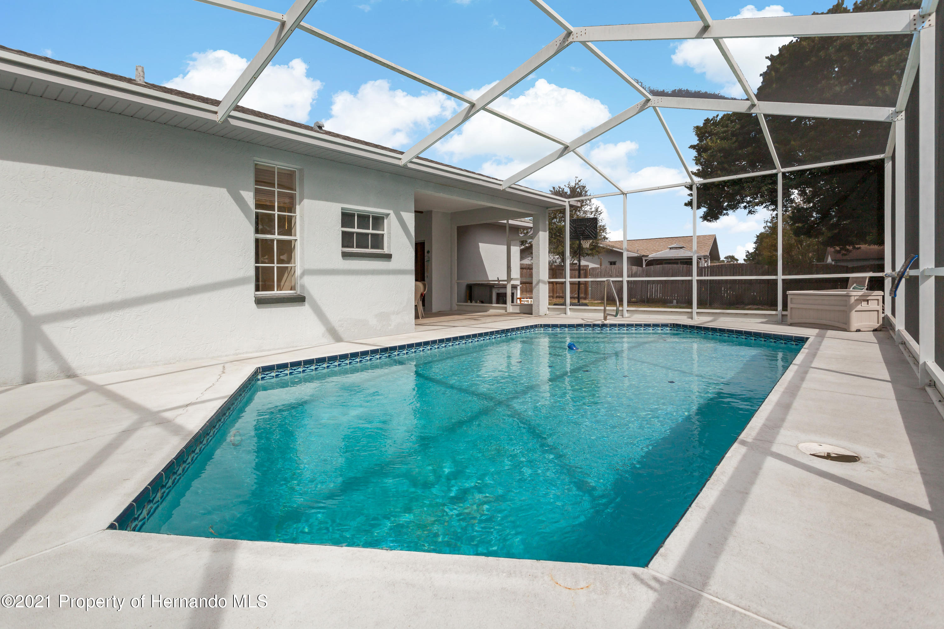 Listing photo id 41 for 6264 Dorset Road