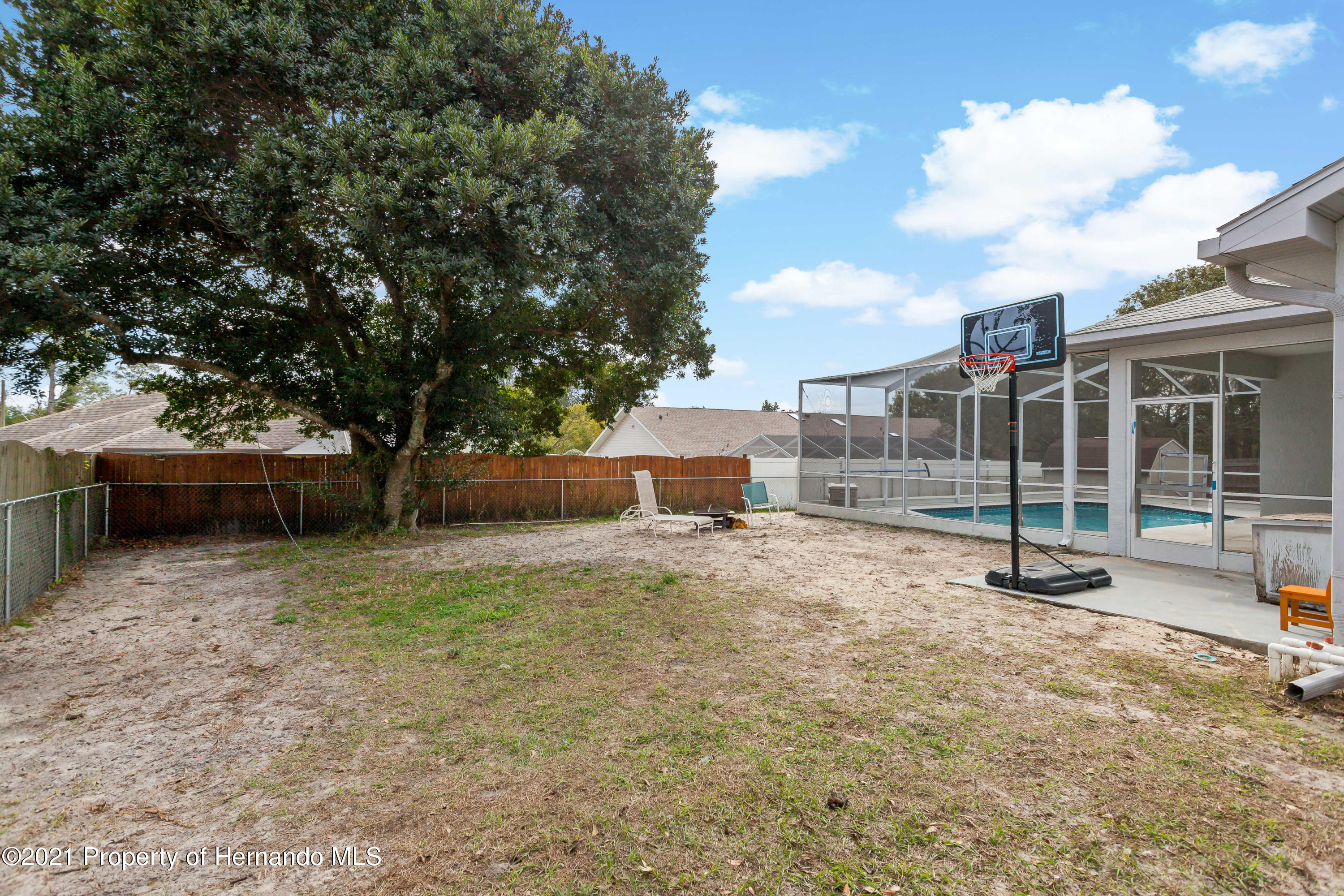 Listing photo id 43 for 6264 Dorset Road
