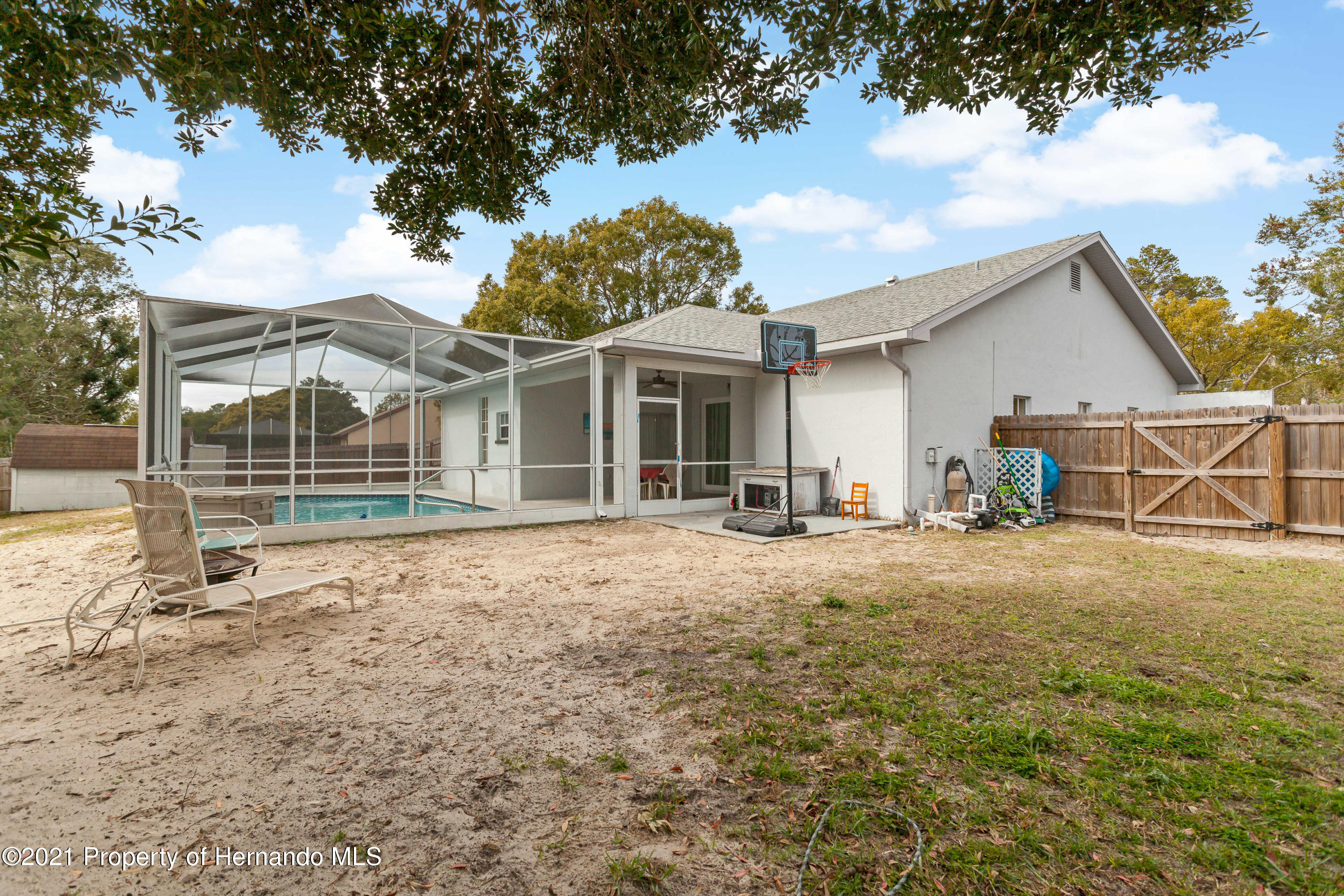 Listing photo id 44 for 6264 Dorset Road