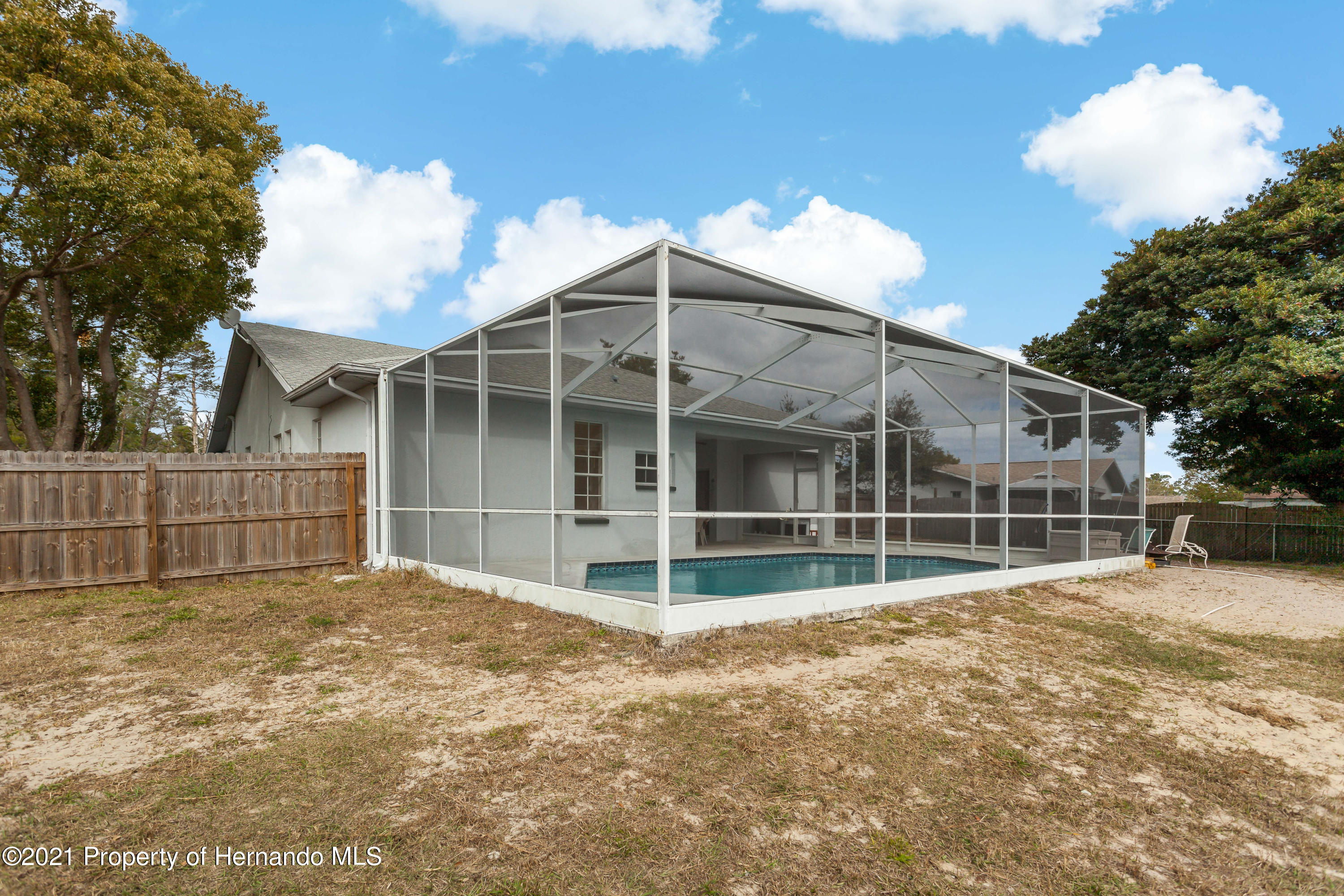 Listing photo id 46 for 6264 Dorset Road