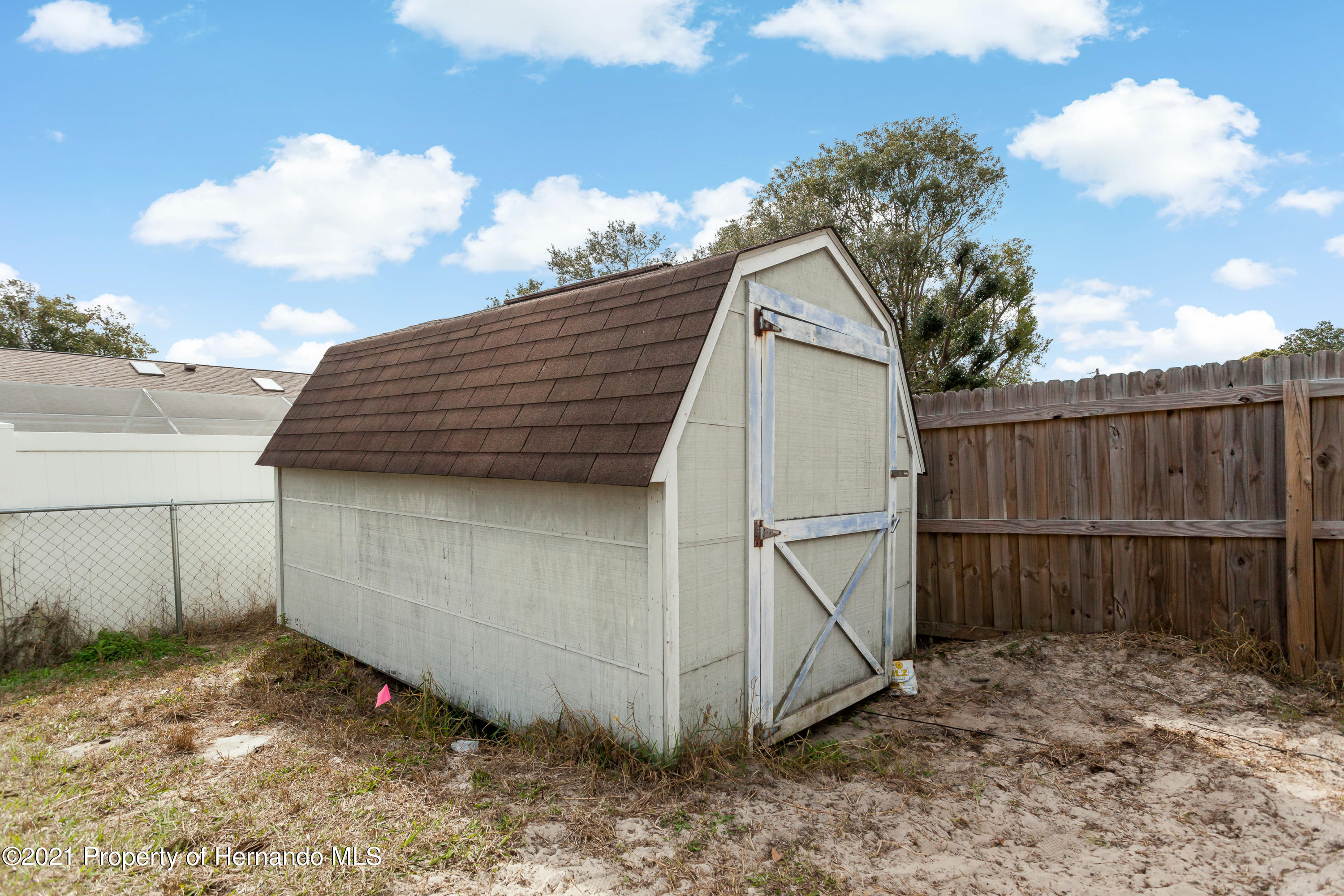 Listing photo id 48 for 6264 Dorset Road