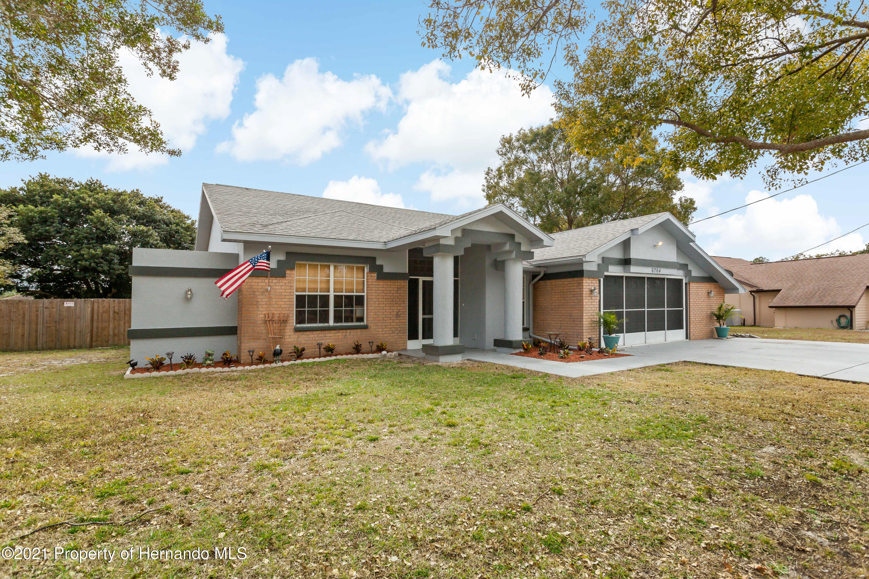 Listing photo id 3 for 6264 Dorset Road