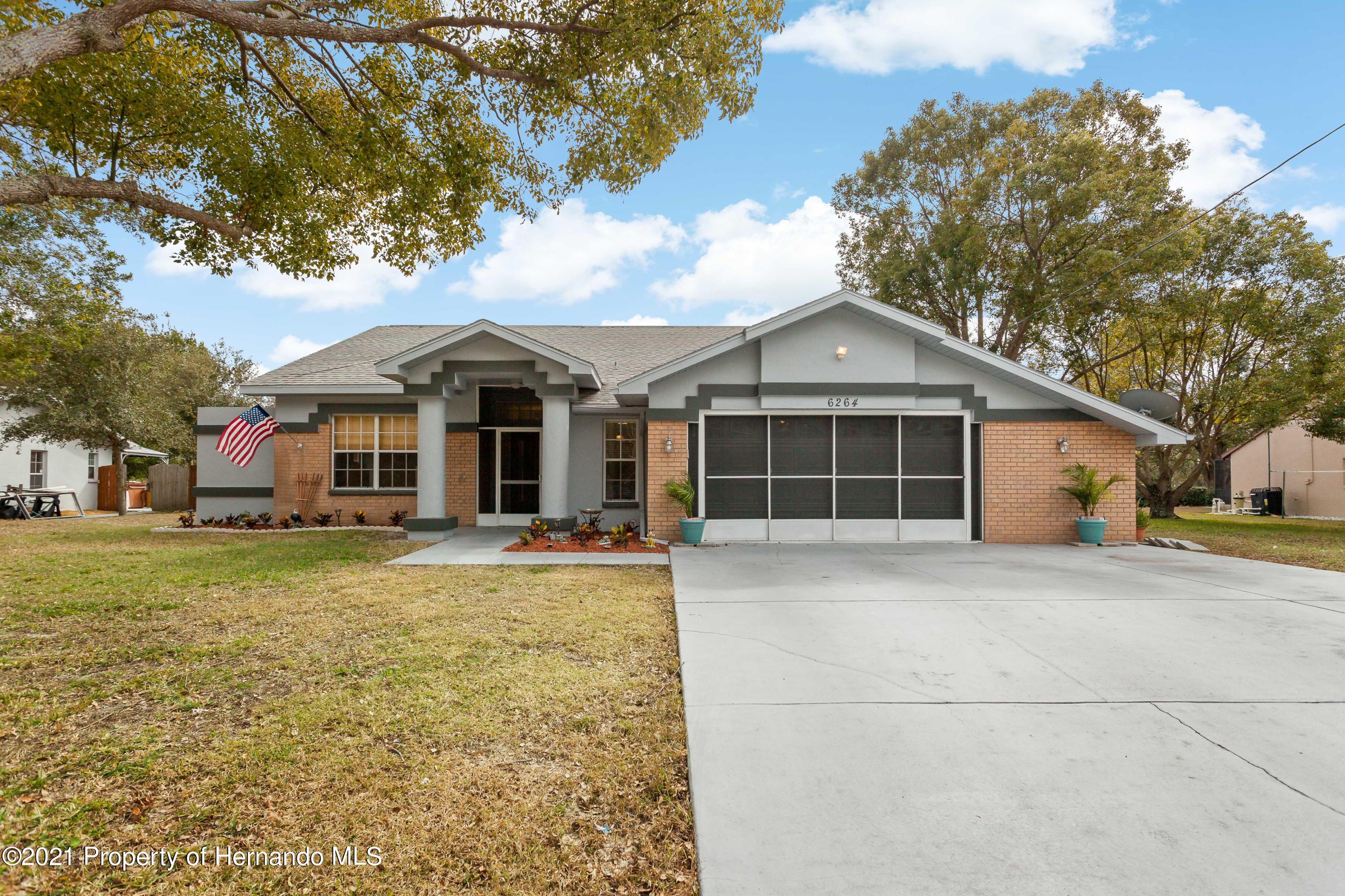 Listing photo id 1 for 6264 Dorset Road