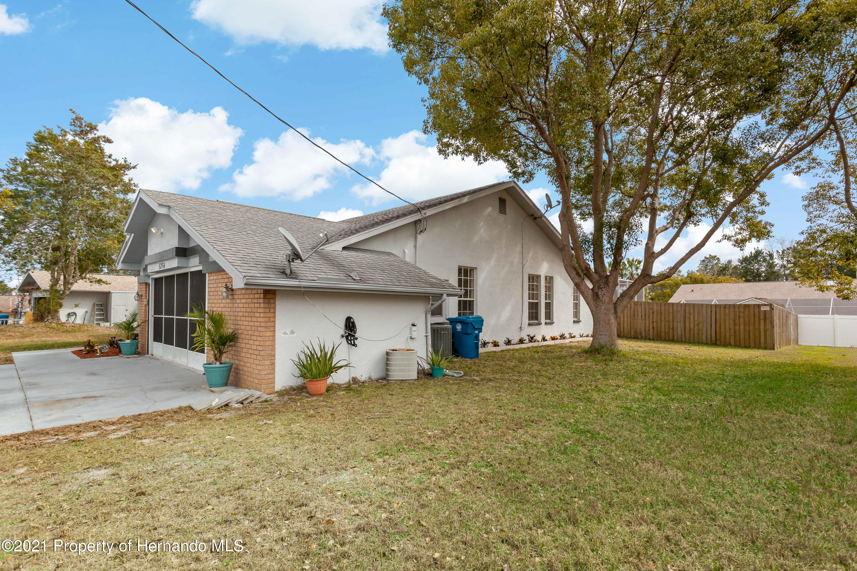 Listing photo id 5 for 6264 Dorset Road