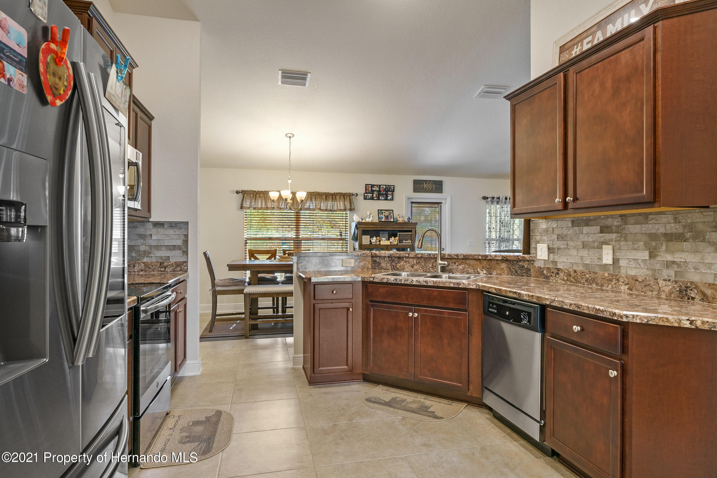 Listing photo id 10 for 11274 Furley