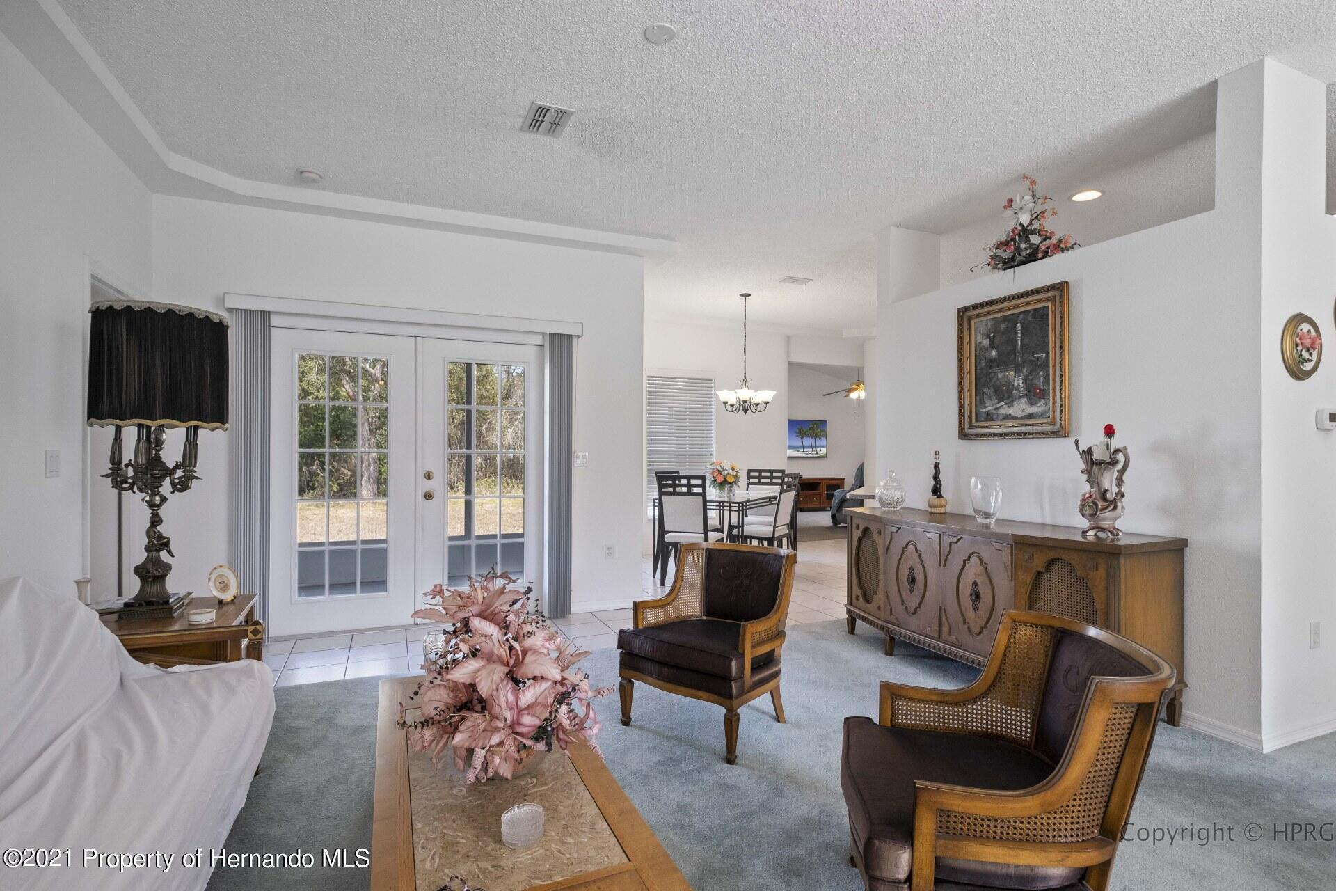 Listing photo id 3 for 8337 Belmont Road