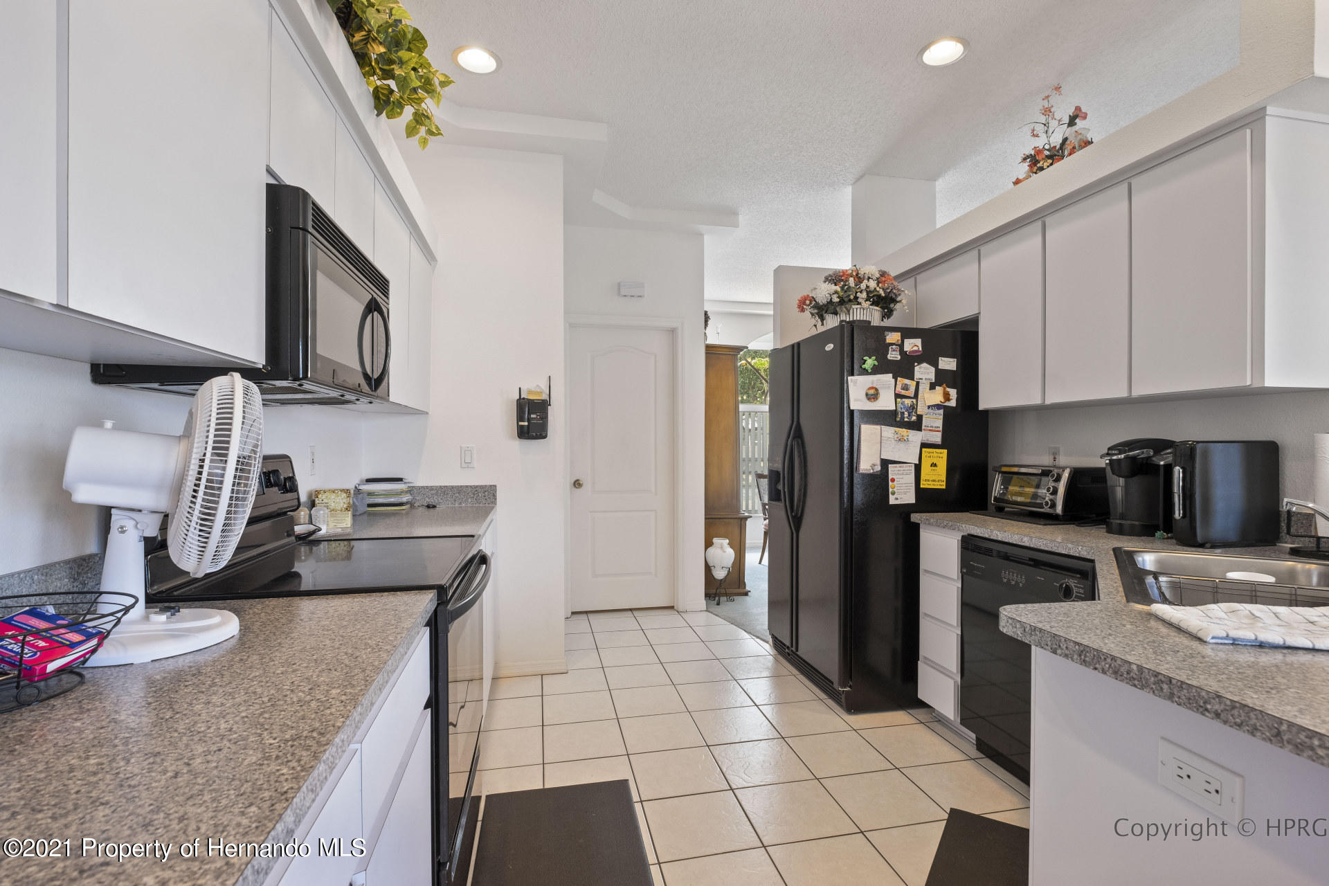 Listing photo id 7 for 8337 Belmont Road