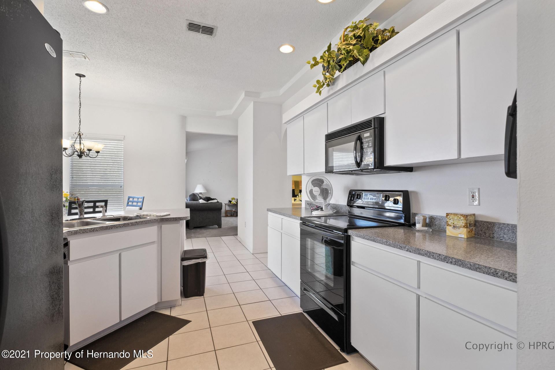 Listing photo id 9 for 8337 Belmont Road