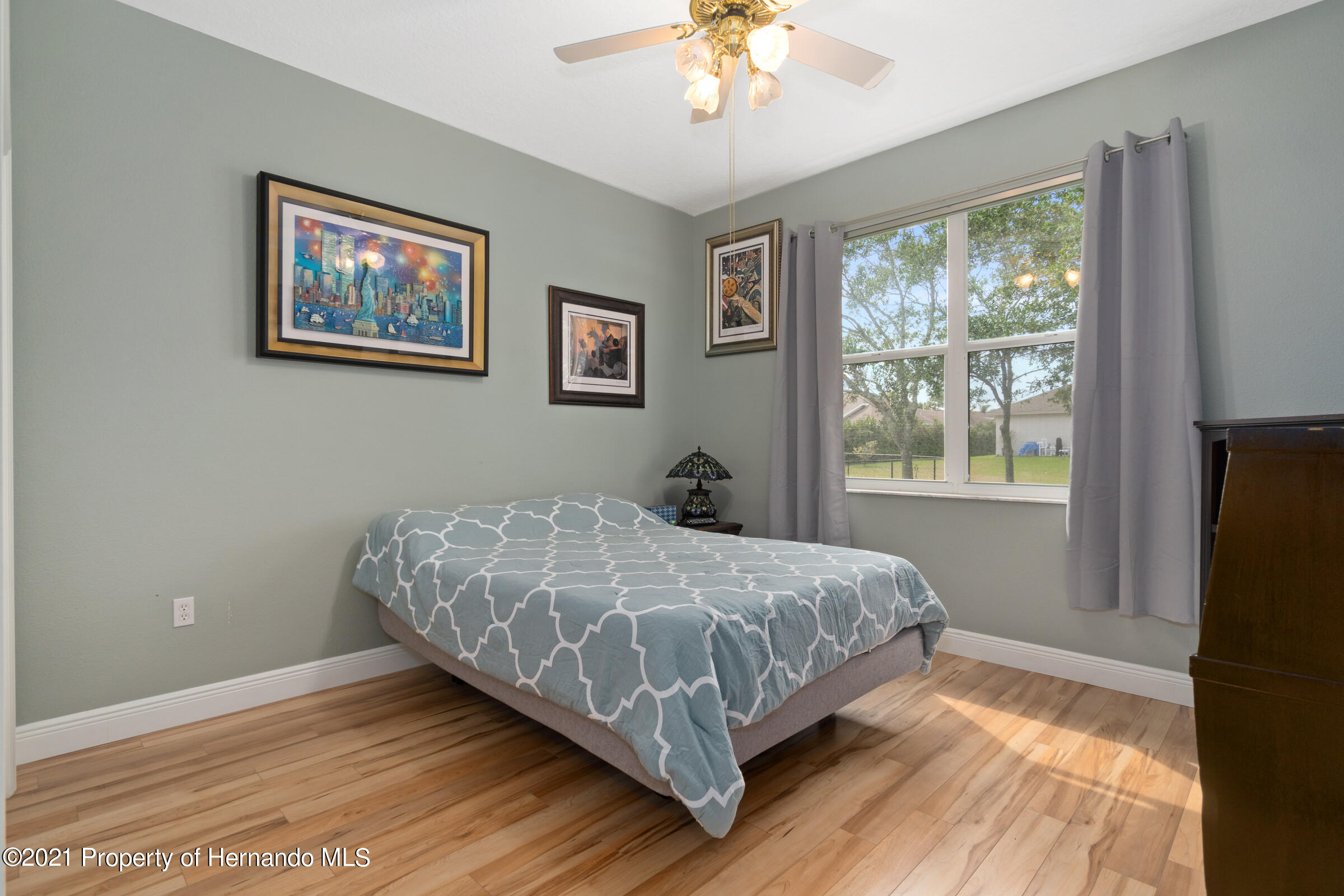 Listing photo id 25 for 3449 Conifer Loop
