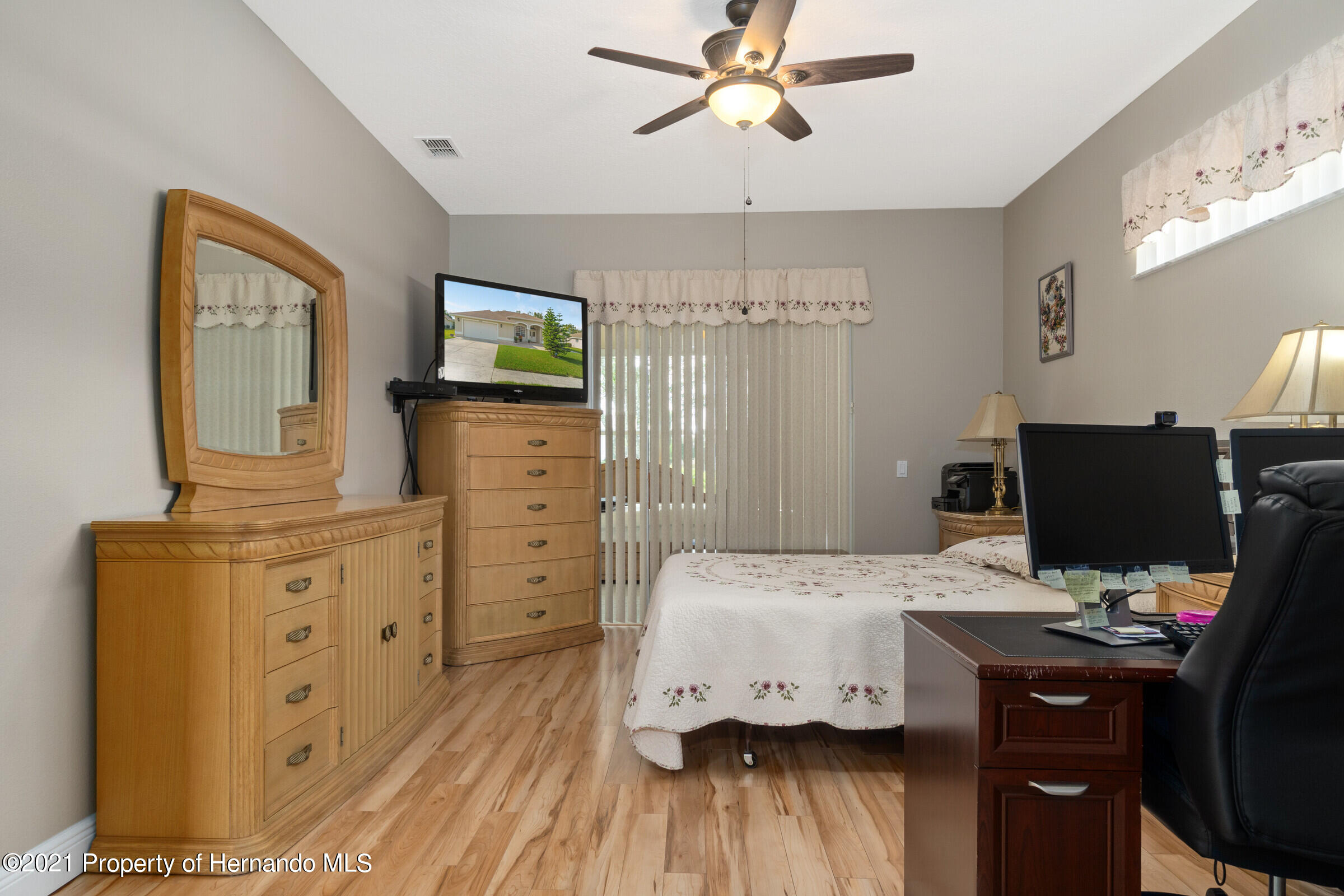 Listing photo id 13 for 3449 Conifer Loop