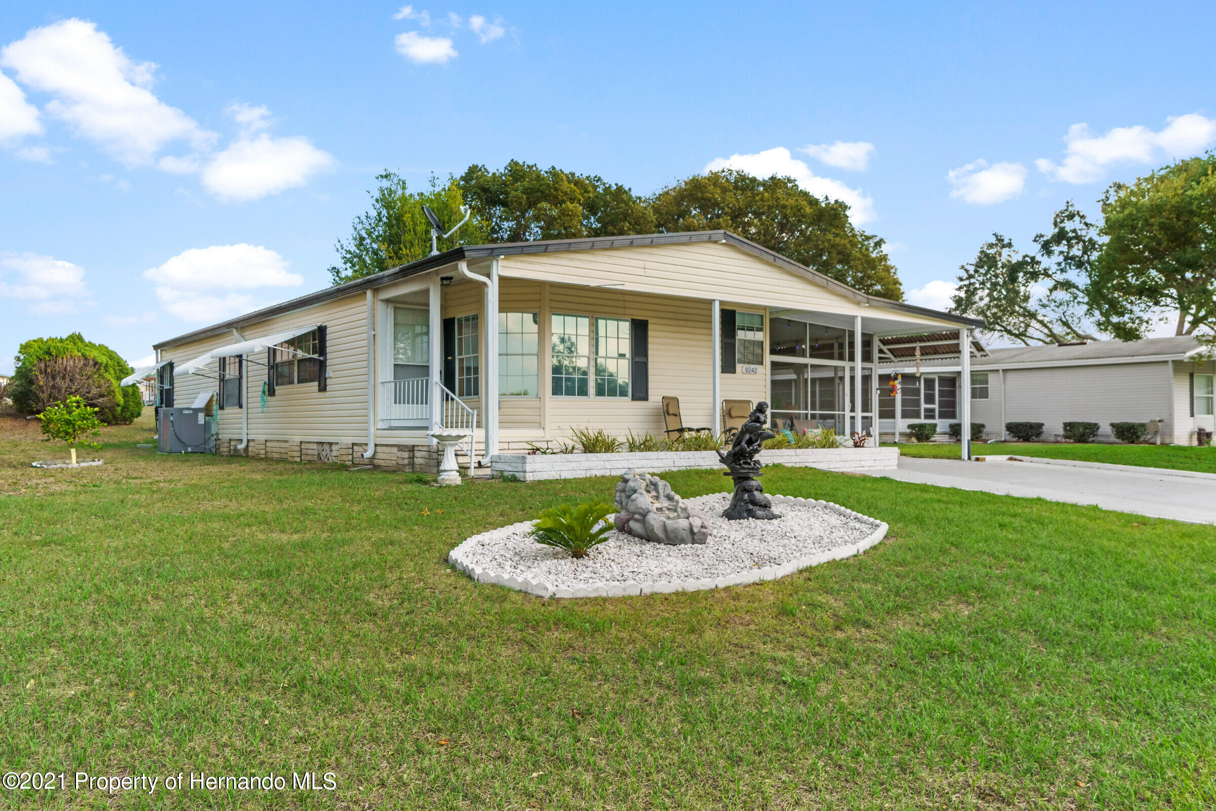 Listing photo id 1 for 9242 Denmarsh Drive