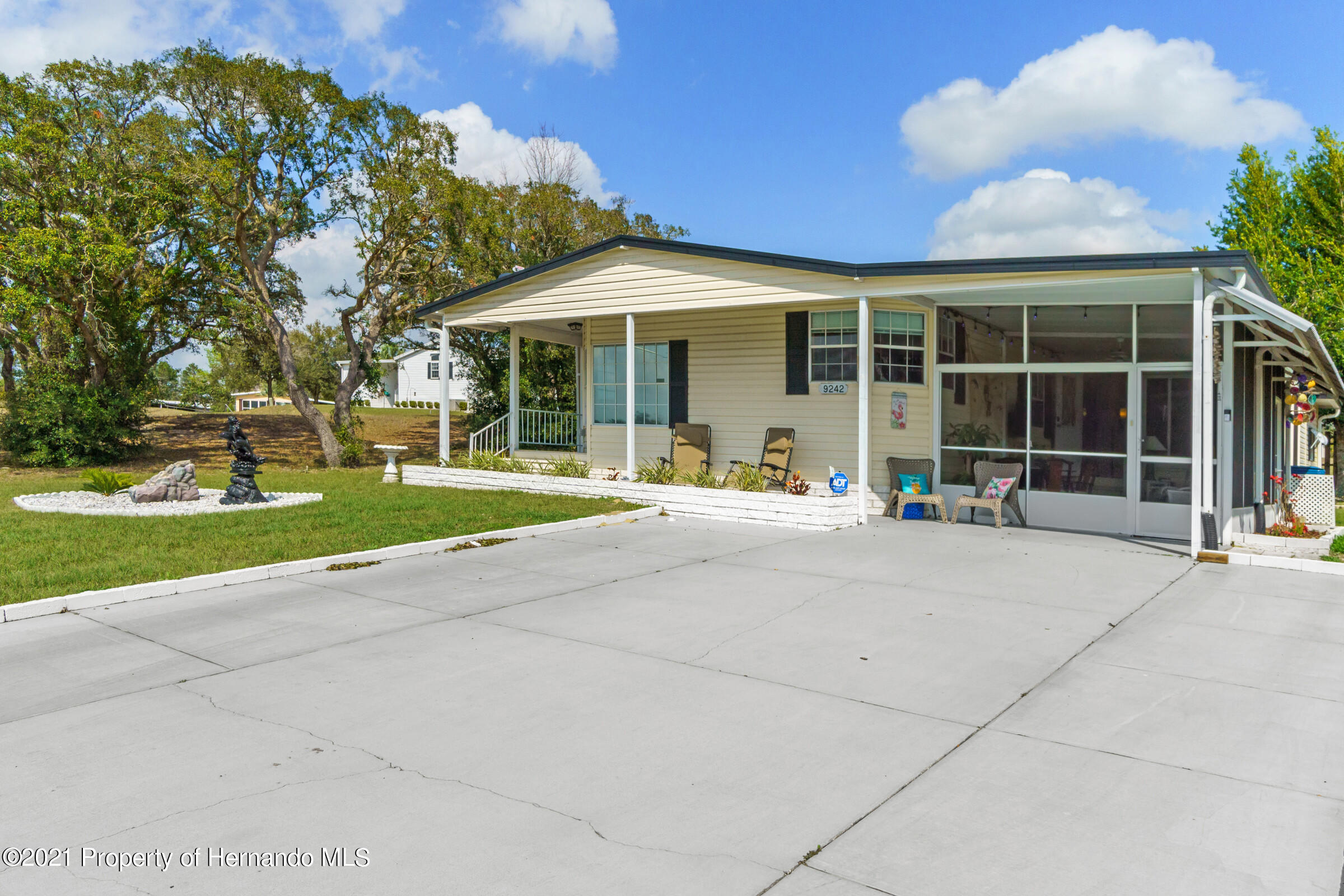 Listing photo id 3 for 9242 Denmarsh Drive