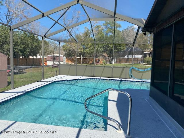 Listing photo id 24 for 2499 Keeport Drive