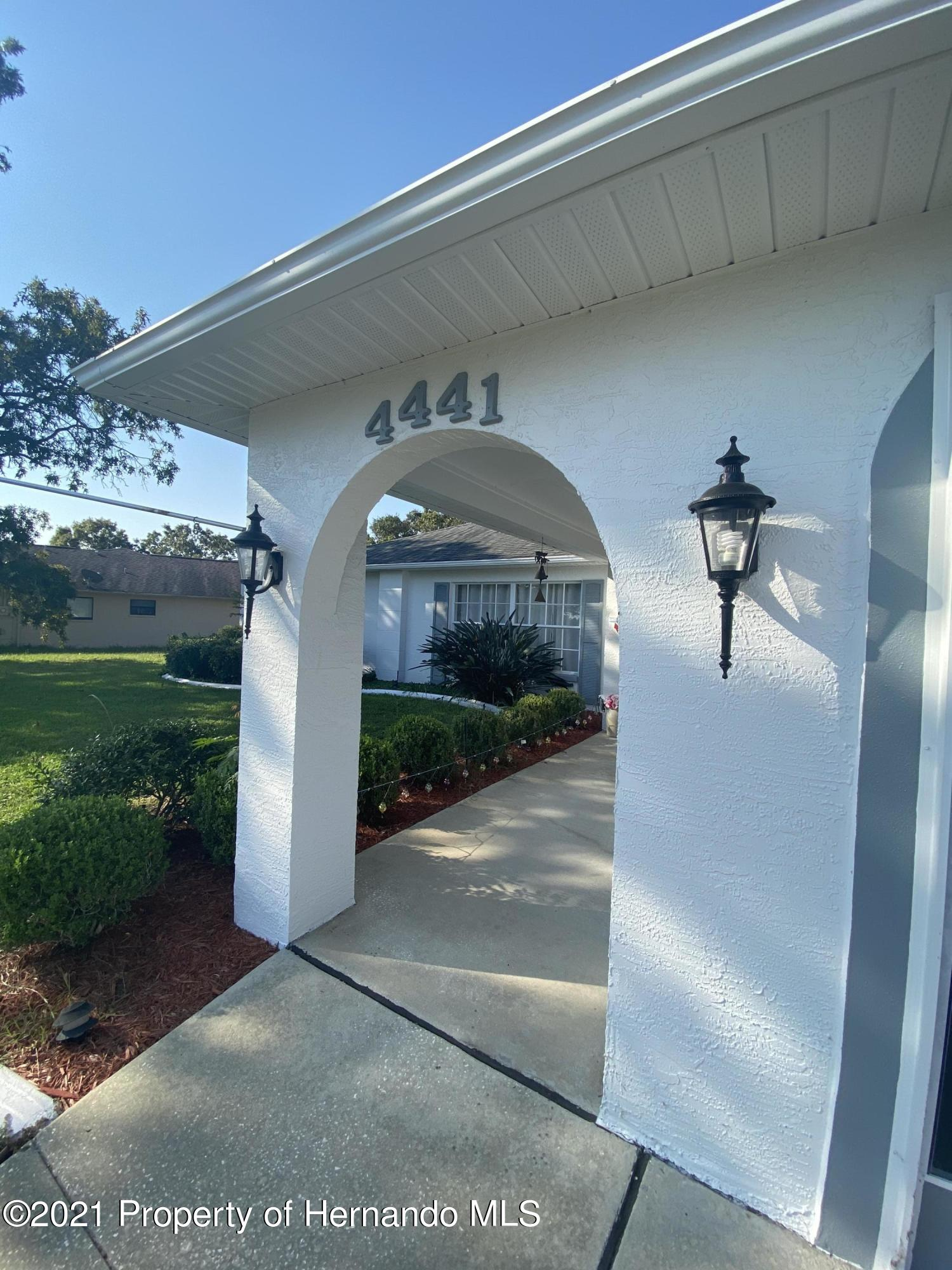 Listing photo id 4 for 4441 Dior Road