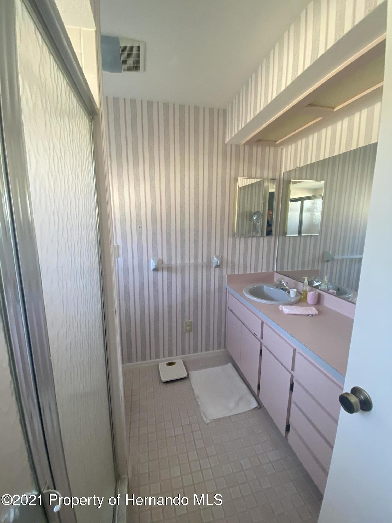 Listing photo id 15 for 4441 Dior Road