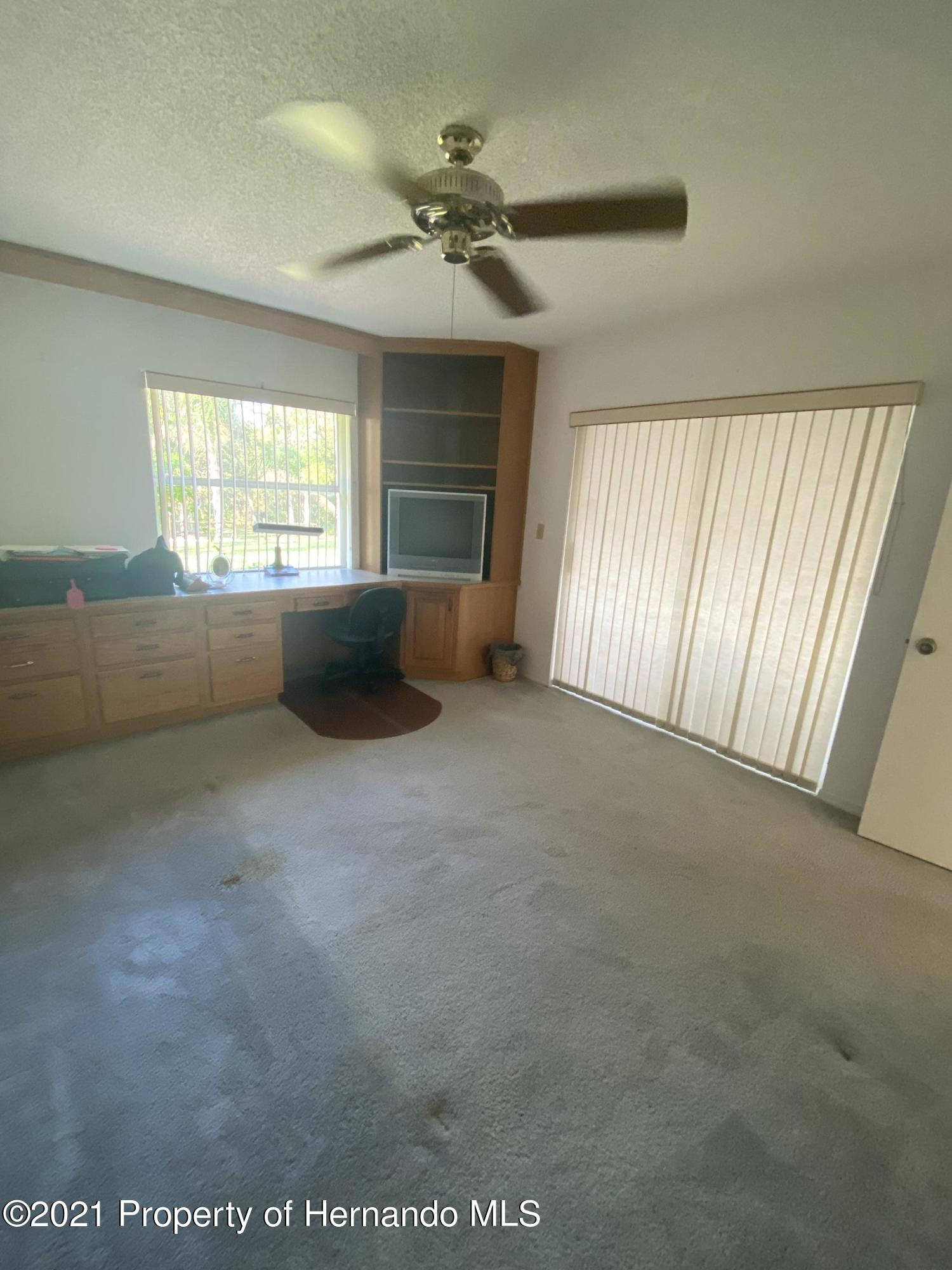 Listing photo id 22 for 4441 Dior Road