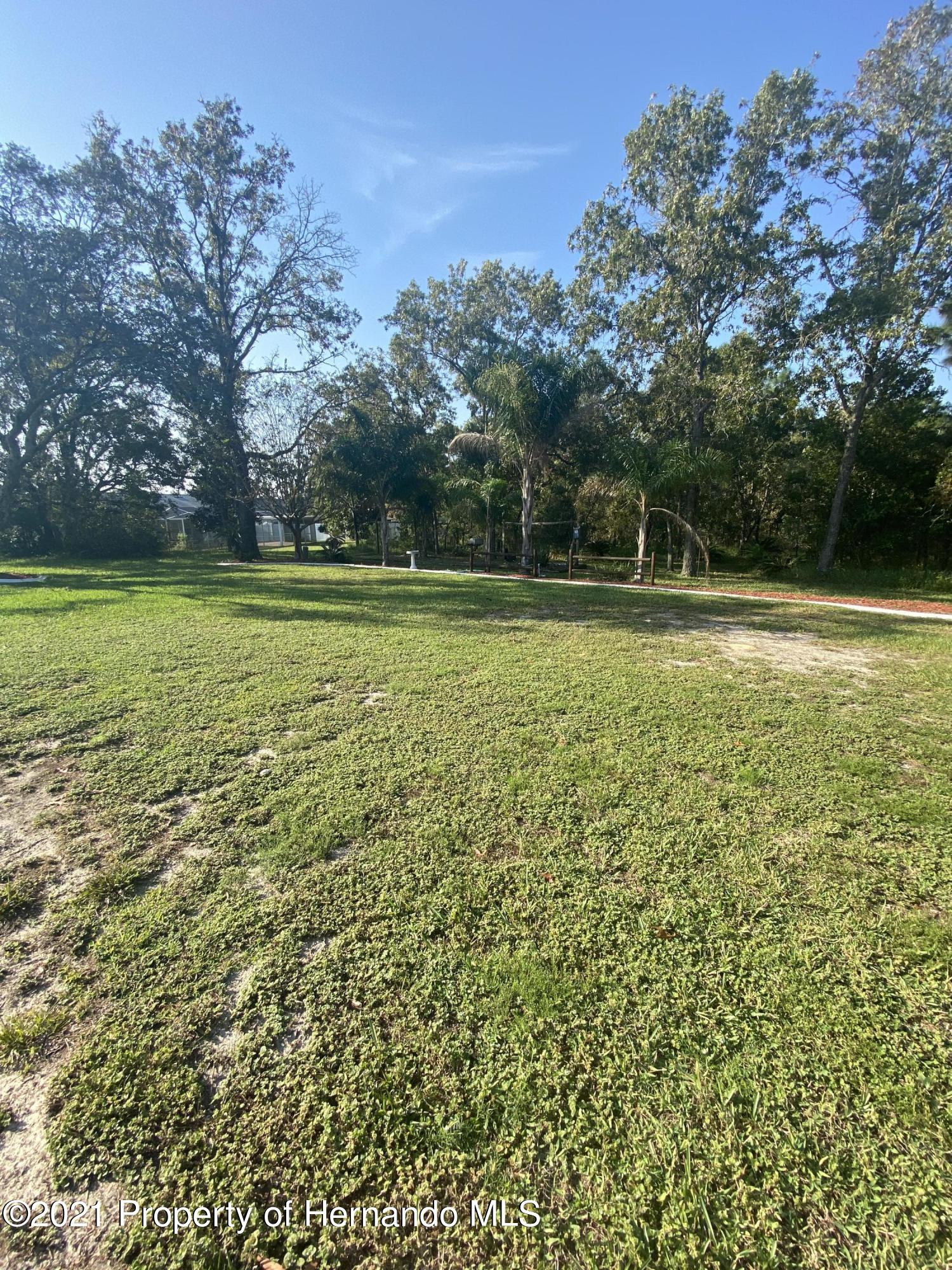 Listing photo id 33 for 4441 Dior Road
