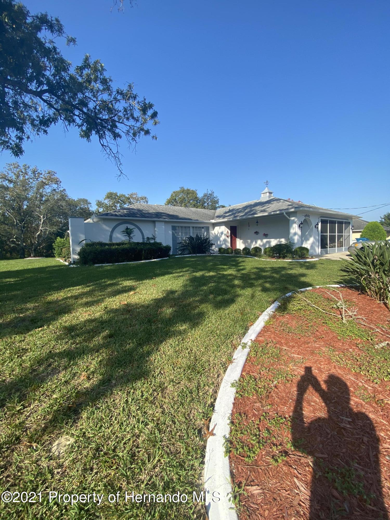 Listing photo id 3 for 4441 Dior Road