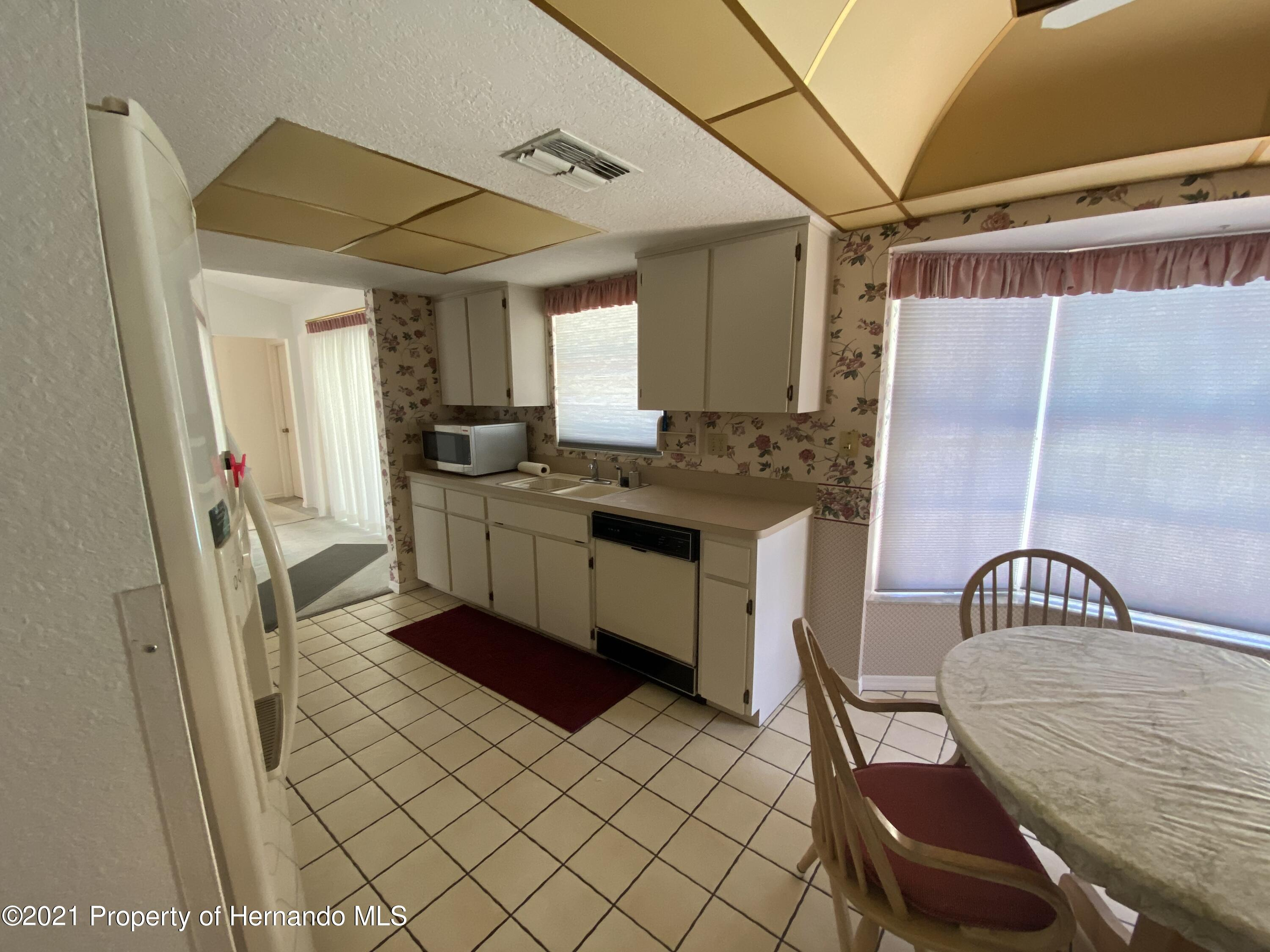 Listing photo id 5 for 4441 Dior Road