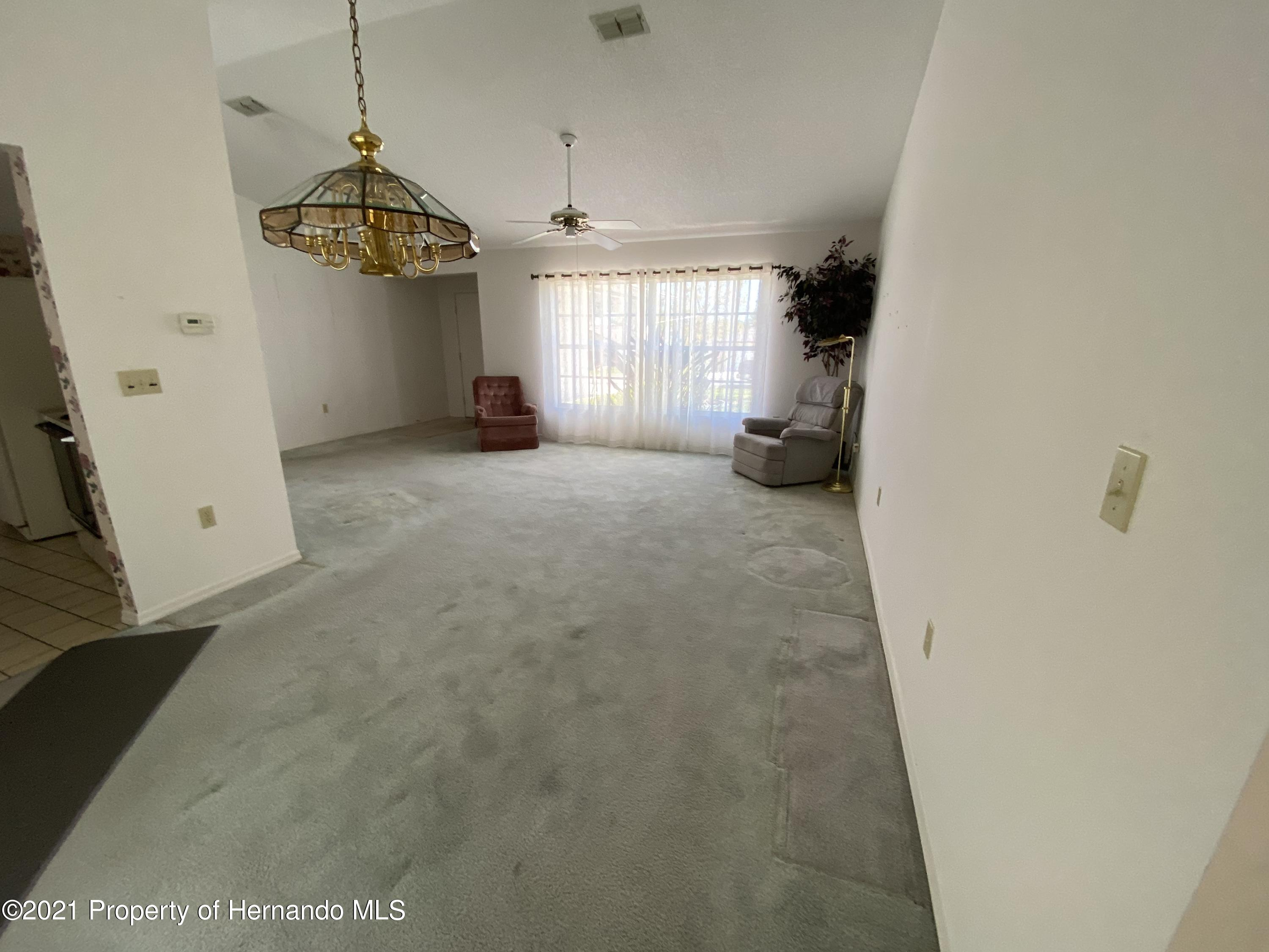 Listing photo id 9 for 4441 Dior Road