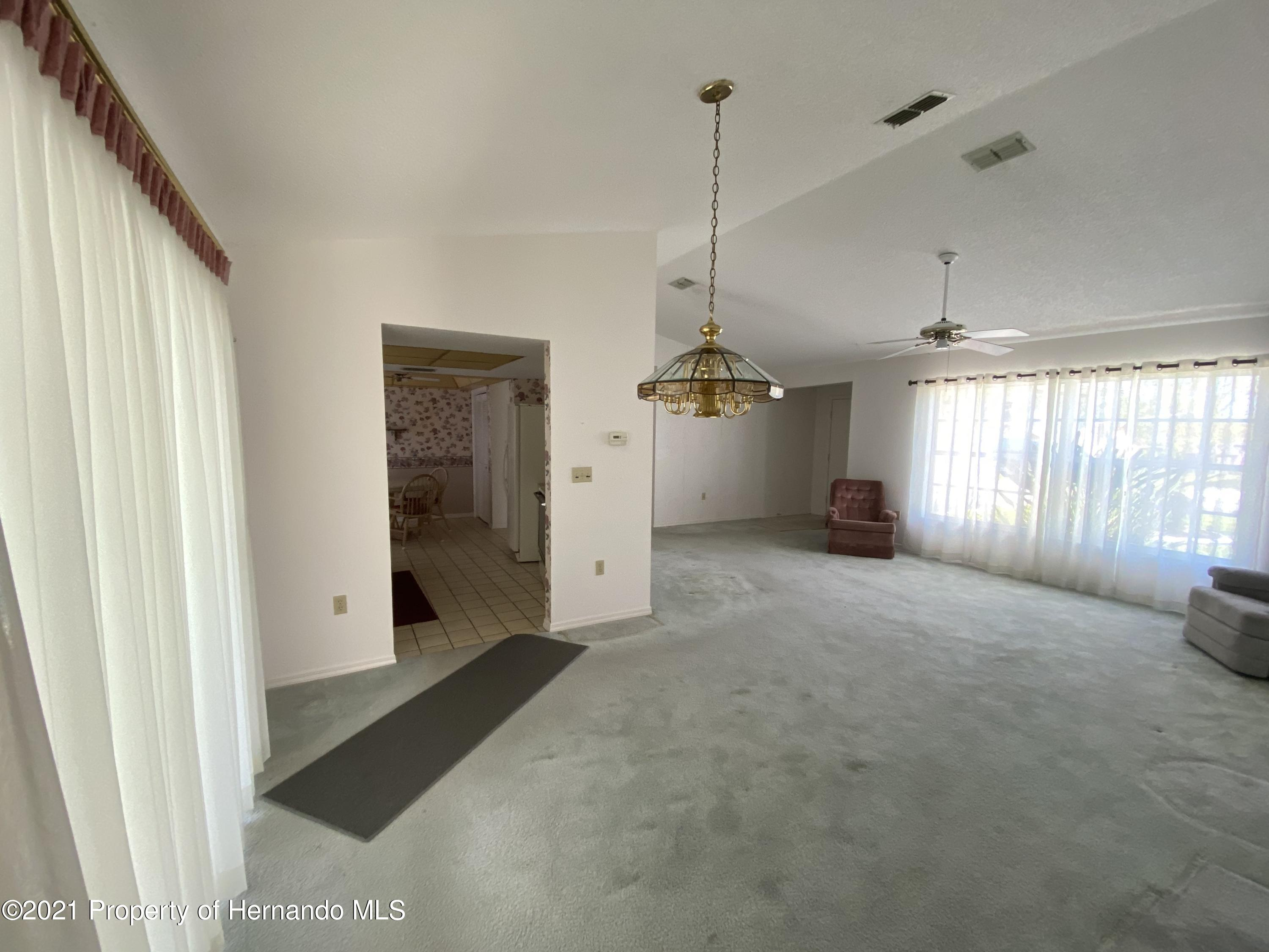 Listing photo id 10 for 4441 Dior Road