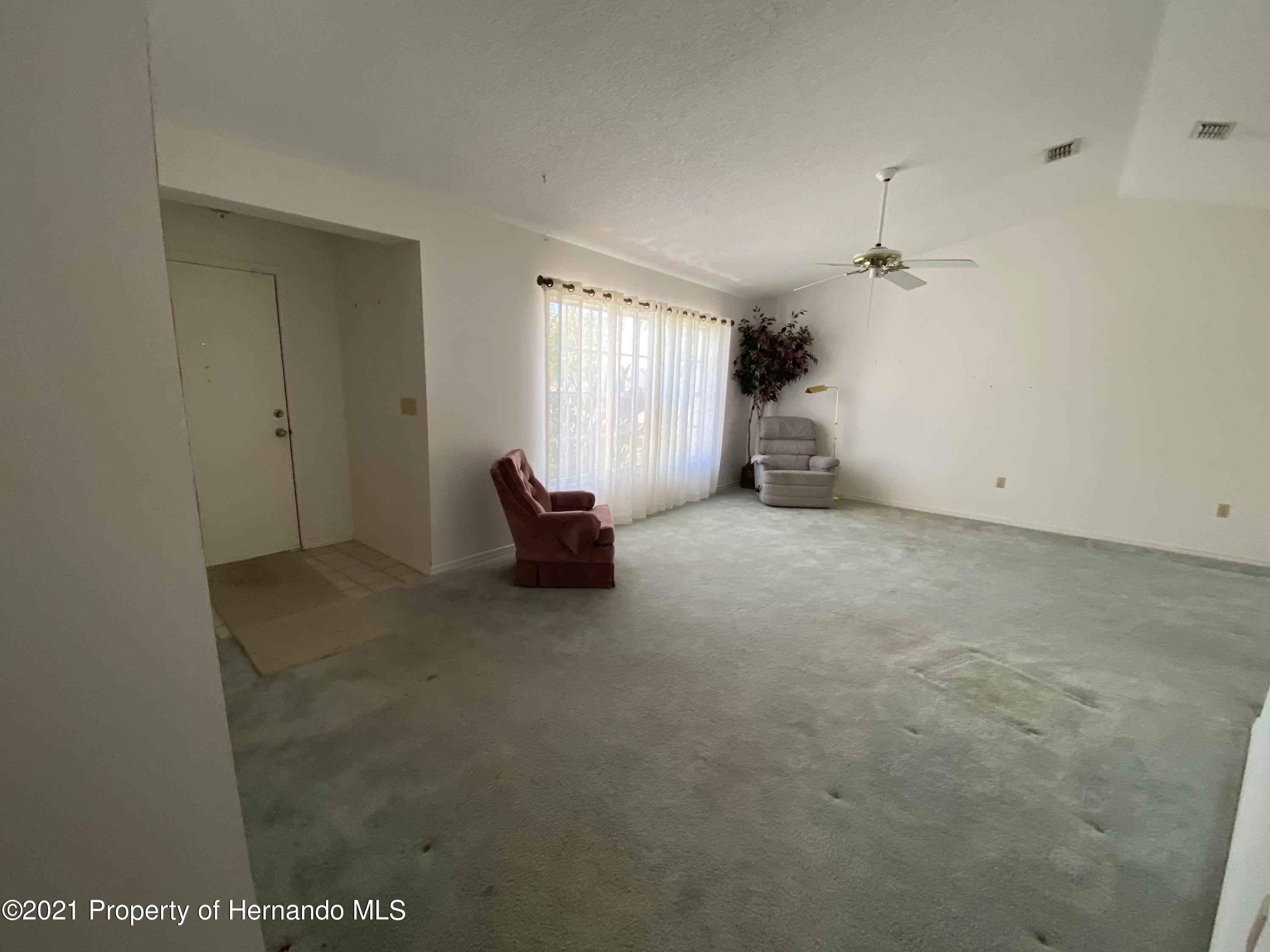 Listing photo id 11 for 4441 Dior Road