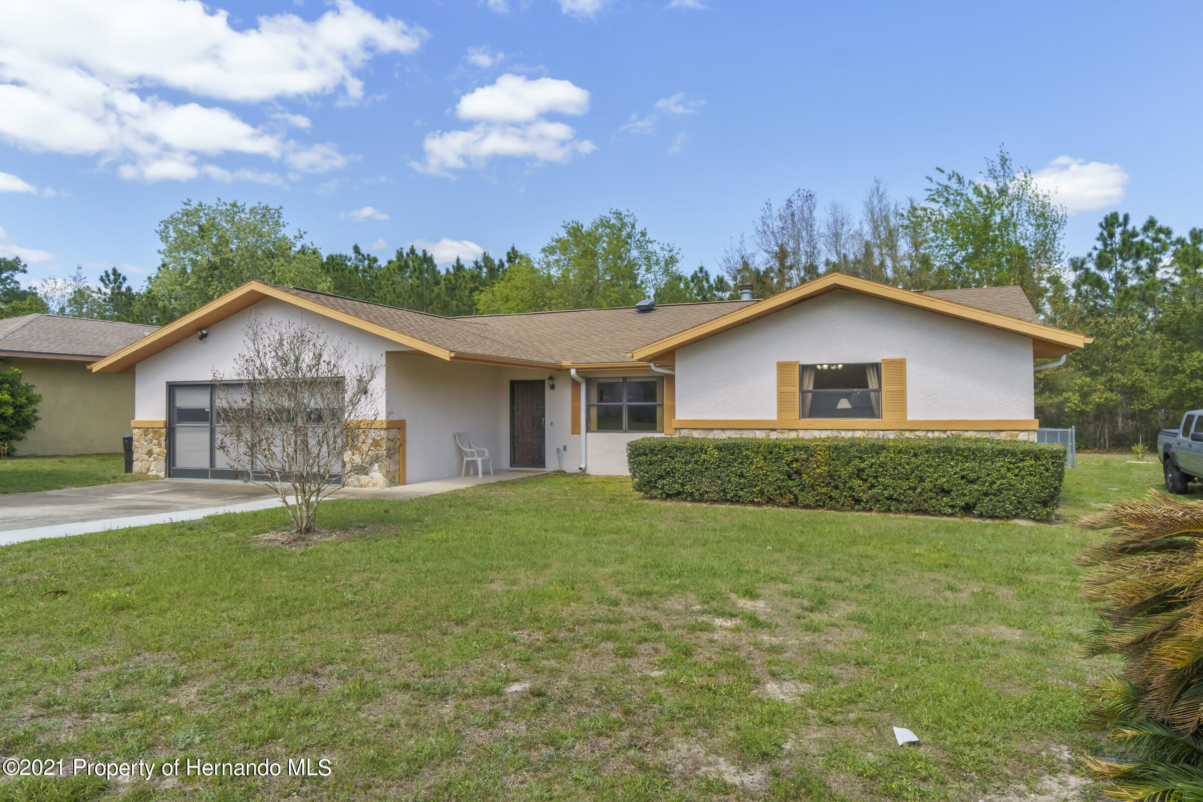 Listing photo id 2 for 2199 Deer Trail Lane
