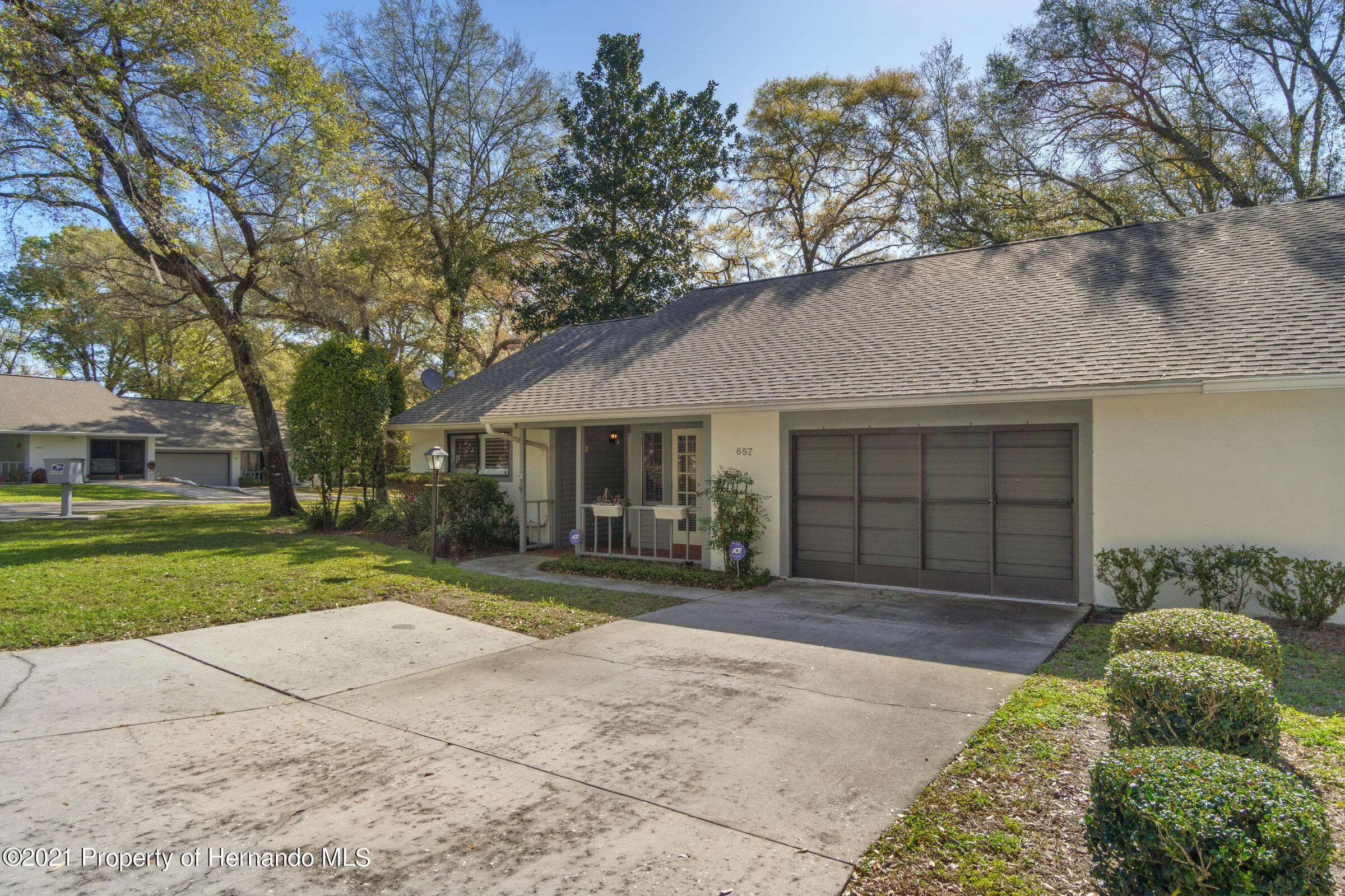 Listing photo id 2 for 657 W Wild Pine Circle