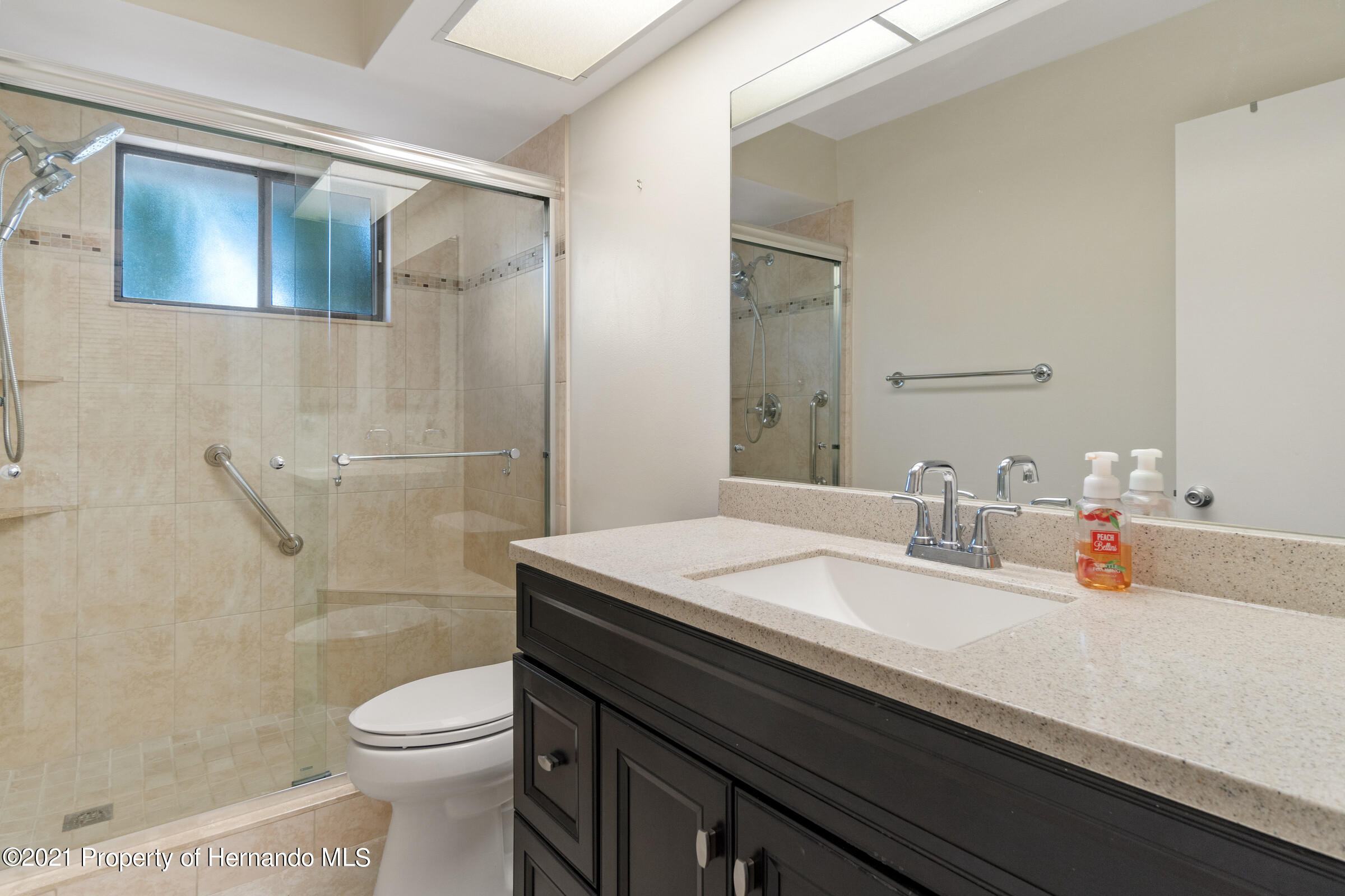 Listing photo id 18 for 657 W Wild Pine Circle