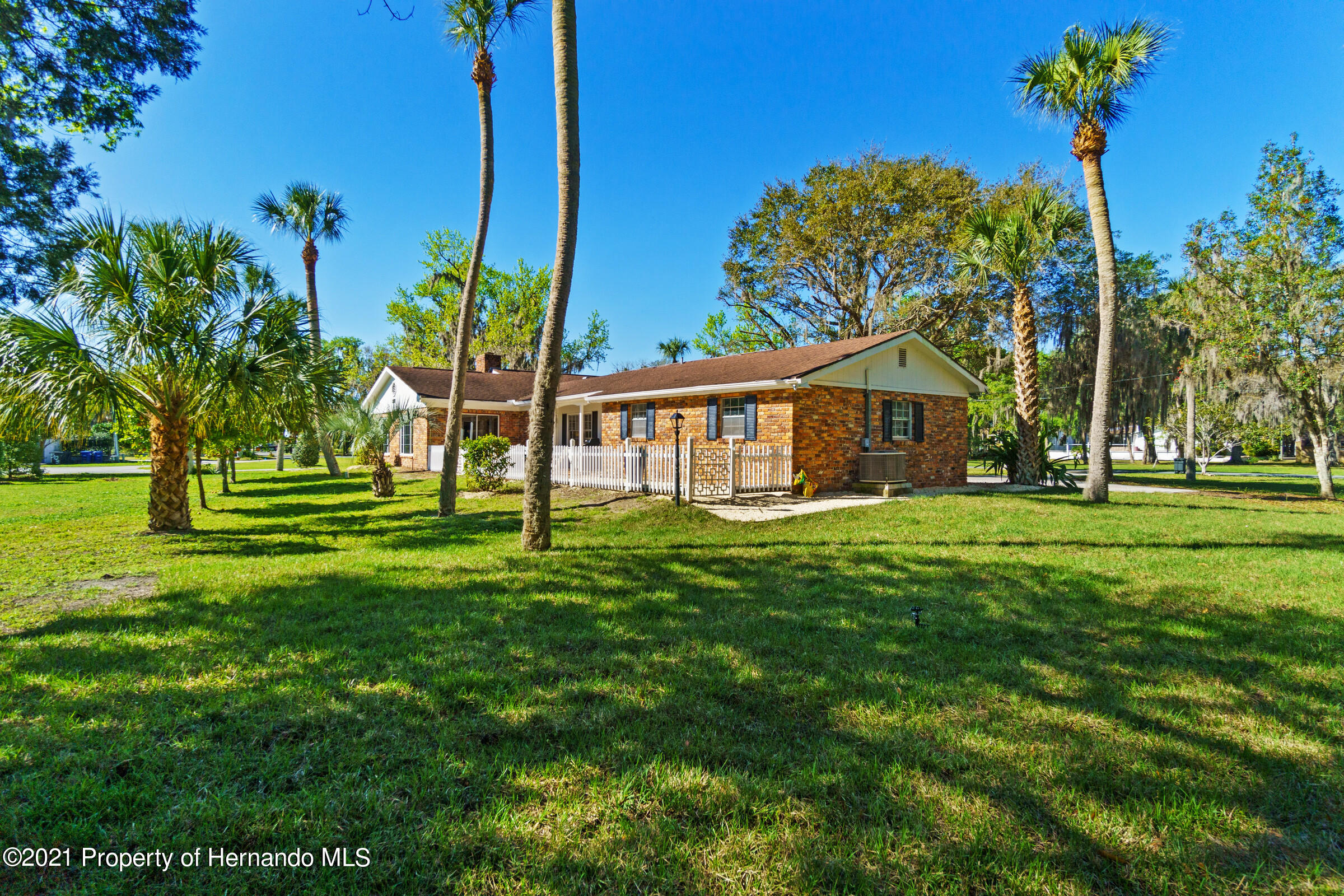 Listing photo id 12 for 520 Nw 7th Avenue