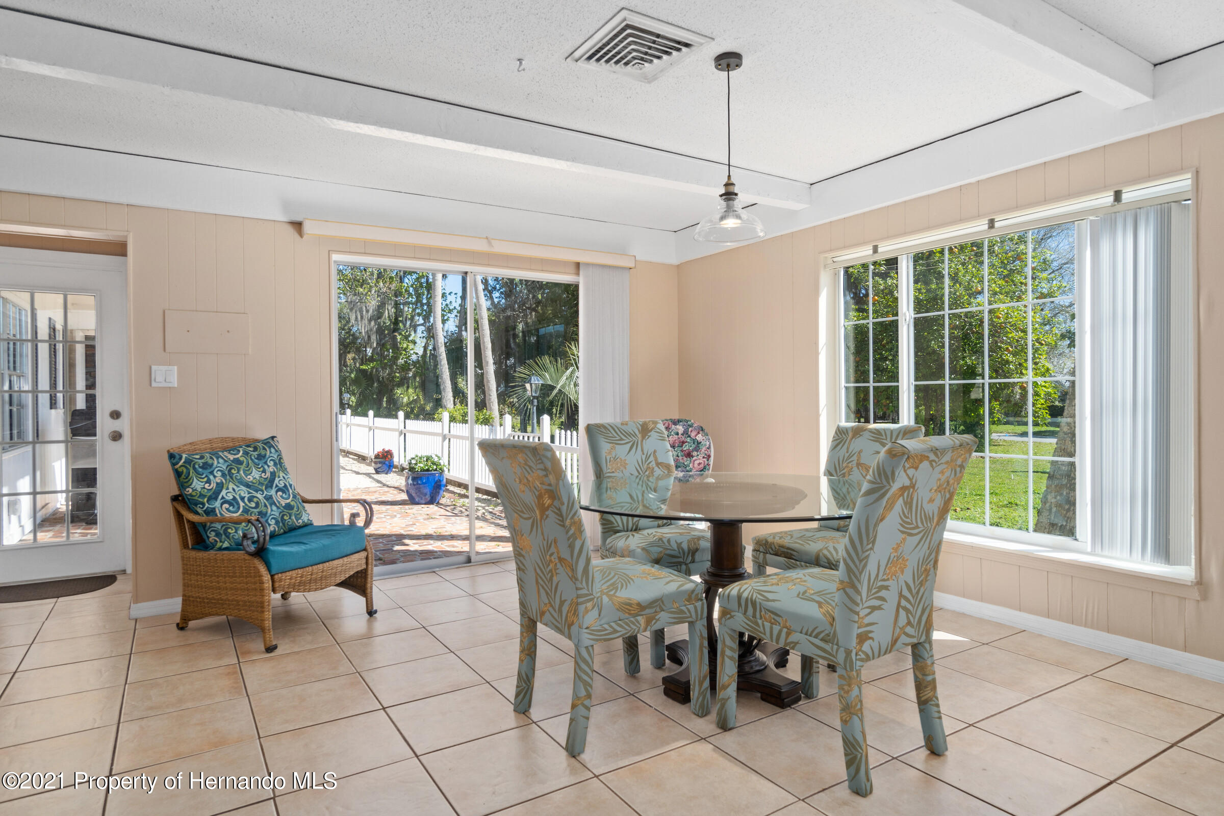 Listing photo id 24 for 520 Nw 7th Avenue