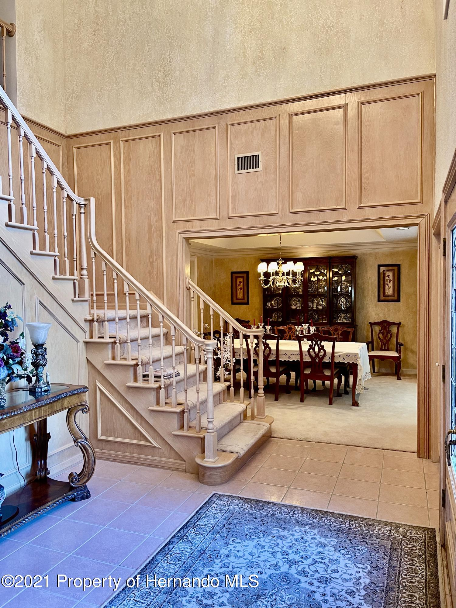 Listing photo id 5 for 6109 Waters Way