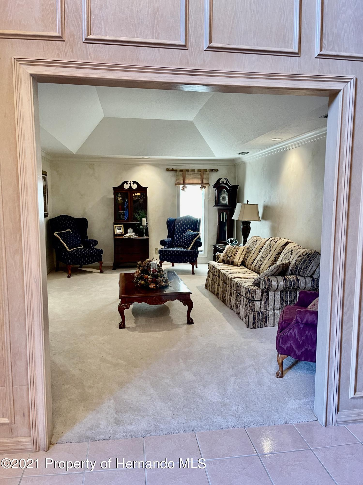 Listing photo id 9 for 6109 Waters Way